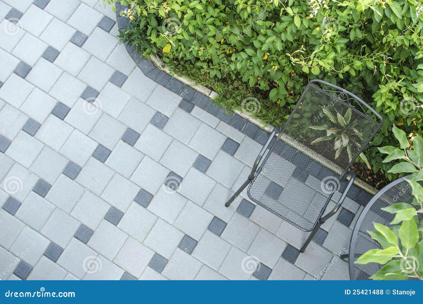 De blokken van het terras met stoel stock foto afbeelding