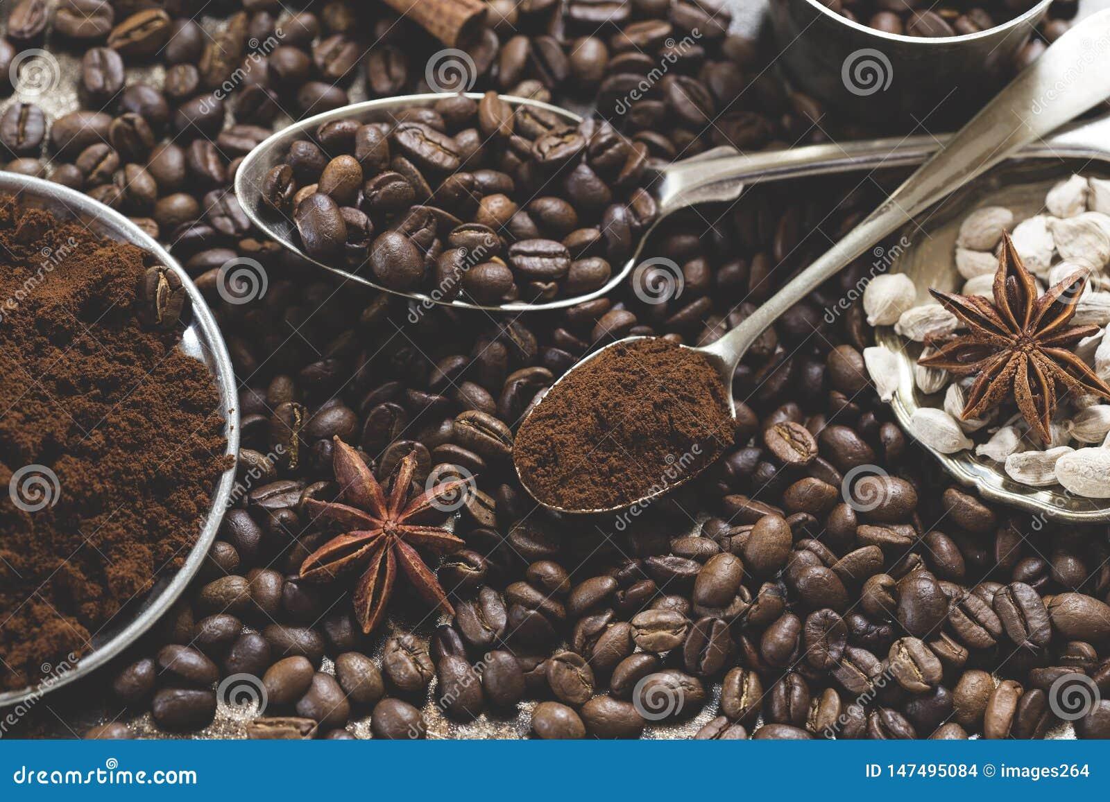 De bonen en de kruiden van de koffie