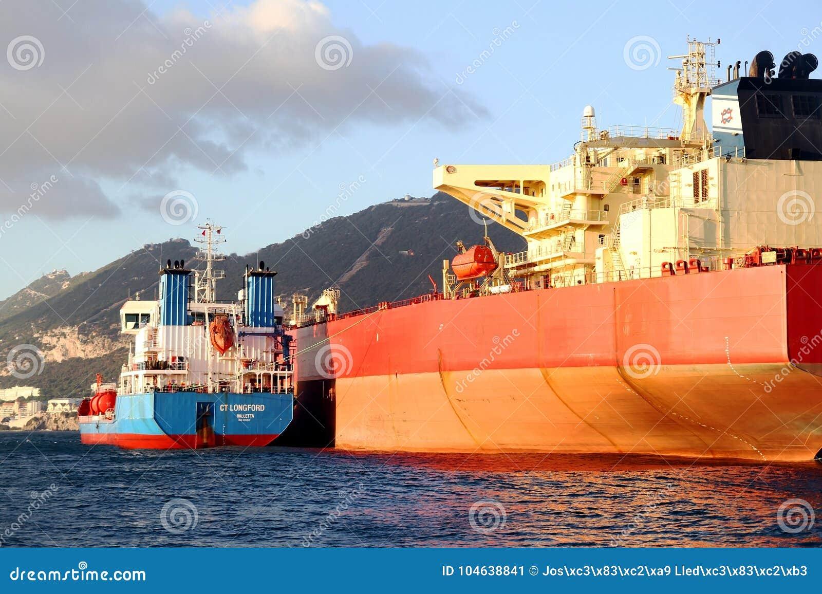 Download De Boogmening Van Bulk-carrierschip Leonid Loza Verankerde In Algeciras Baai In Spanje Redactionele Foto - Afbeelding bestaande uit import, gehuil: 104638841