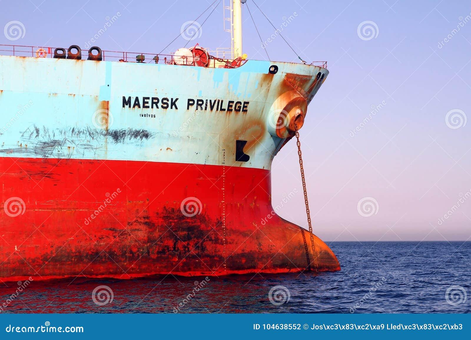 Download De Boogmening Van Het Voorrecht Van Maersk Van Het Bulk-carrierschip Verankerde In Algeciras Baai In Spanje Redactionele Fotografie - Afbeelding bestaande uit ankerplaats, voorrecht: 104638552