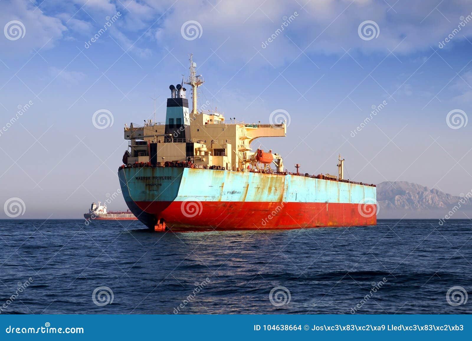 Download De Boogmening Van Het Voorrecht Van Maersk Van Het Bulk-carrierschip Verankerde In Algeciras Baai In Spanje Redactionele Stock Afbeelding - Afbeelding bestaande uit calais, export: 104638664
