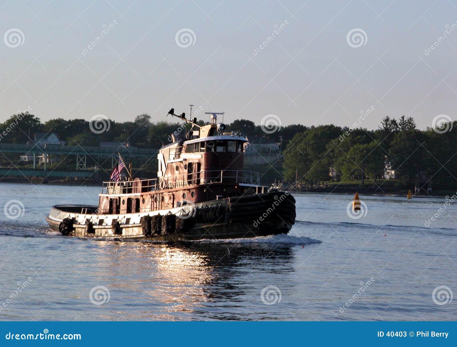 De boot van de sleepboot