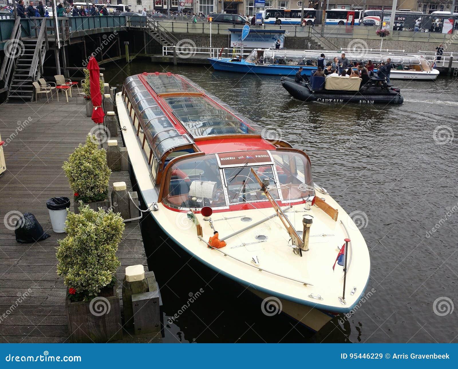 De boot van de toerist