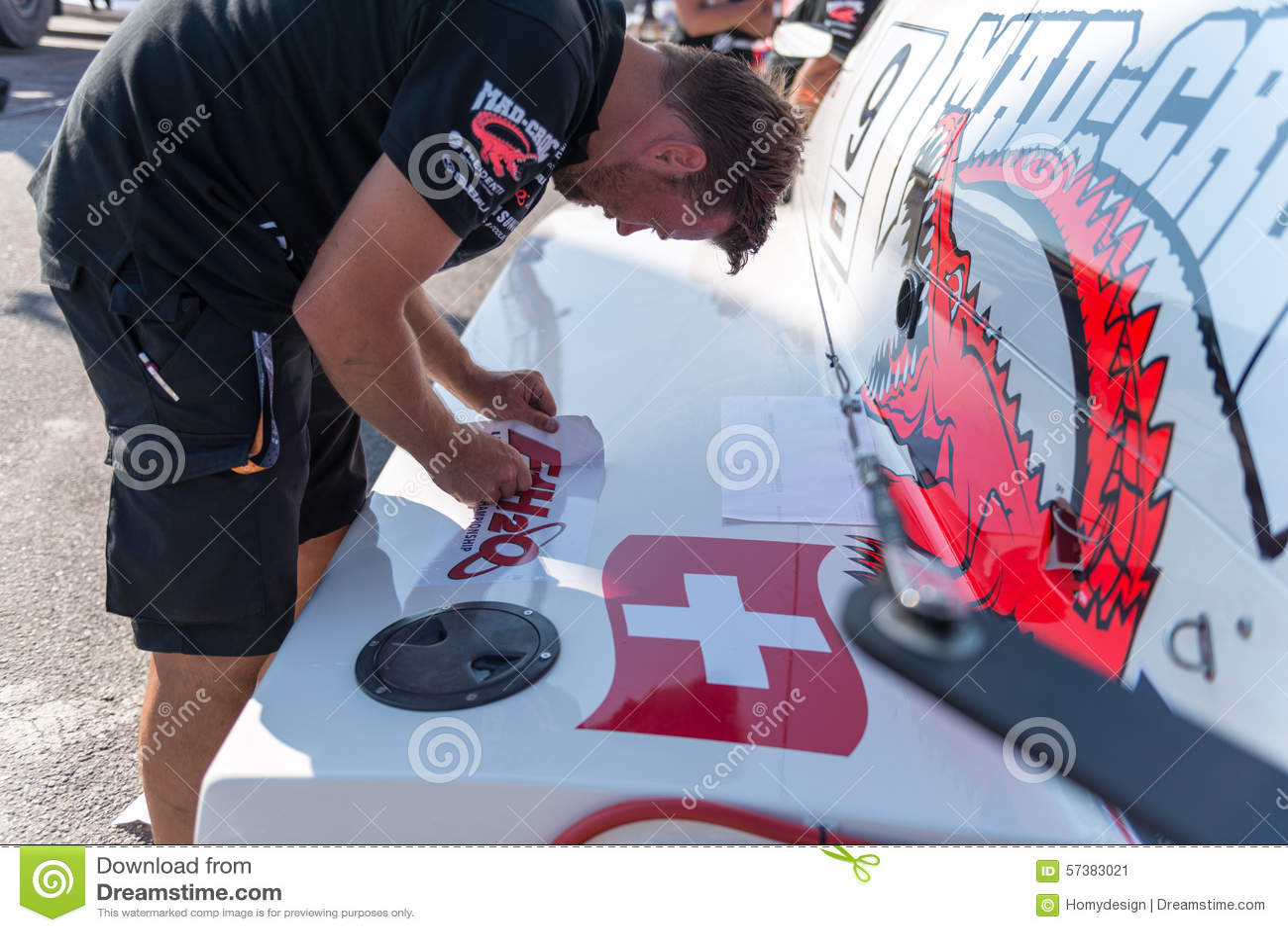 De bootvoorbereidingen van gek-Croc Baba Racing Team