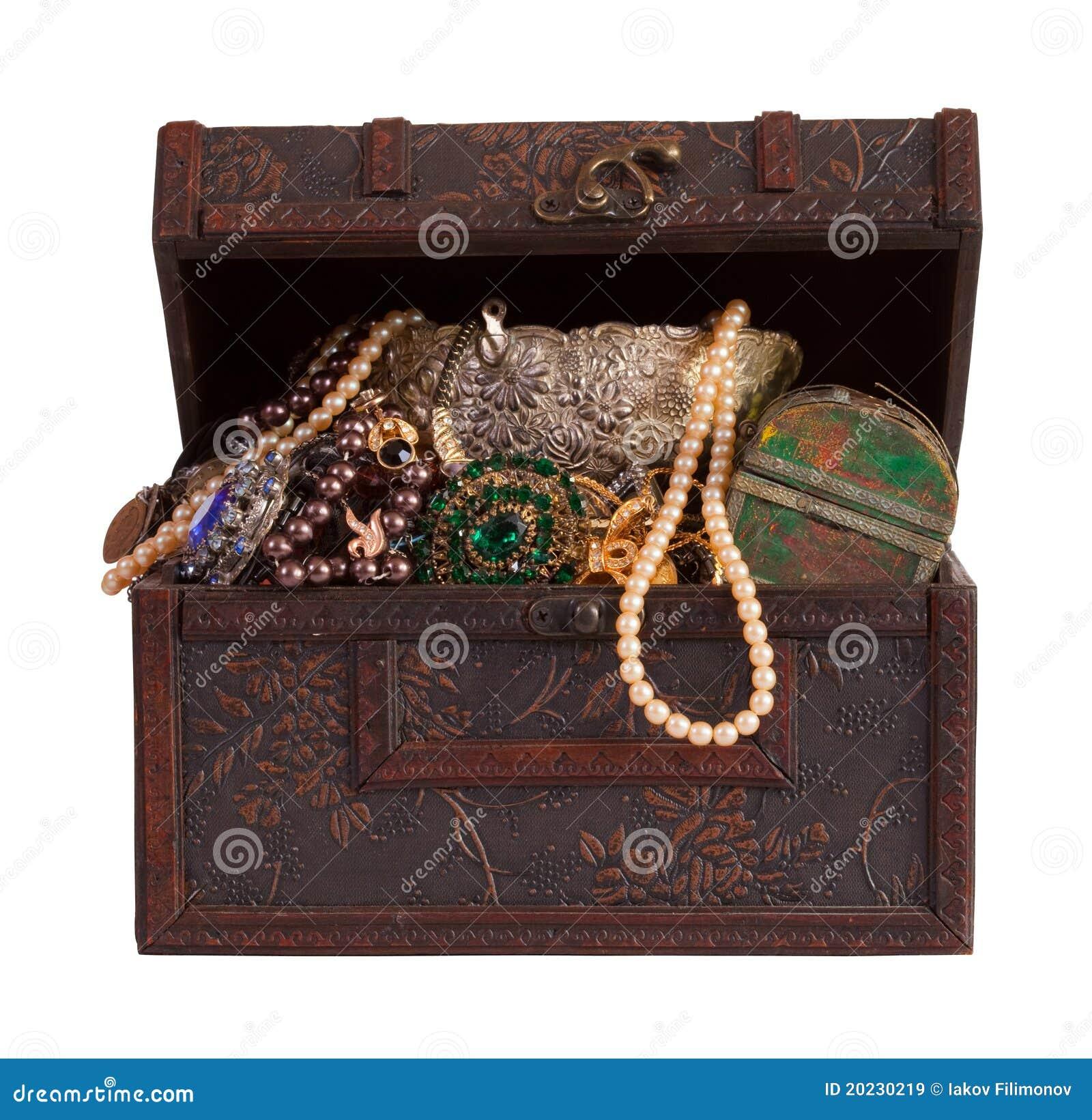De borst van de schat met juwelen