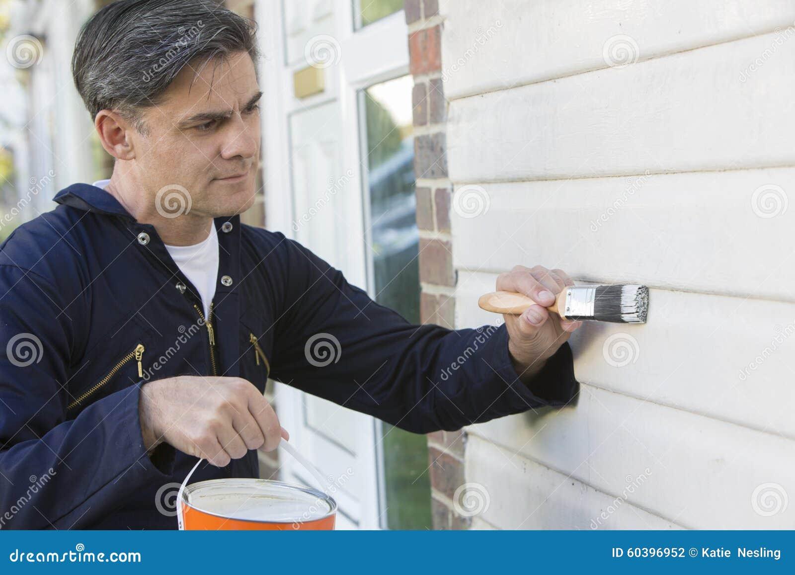 De Borstel en Tin Painting Outside Of House van de mensenholding