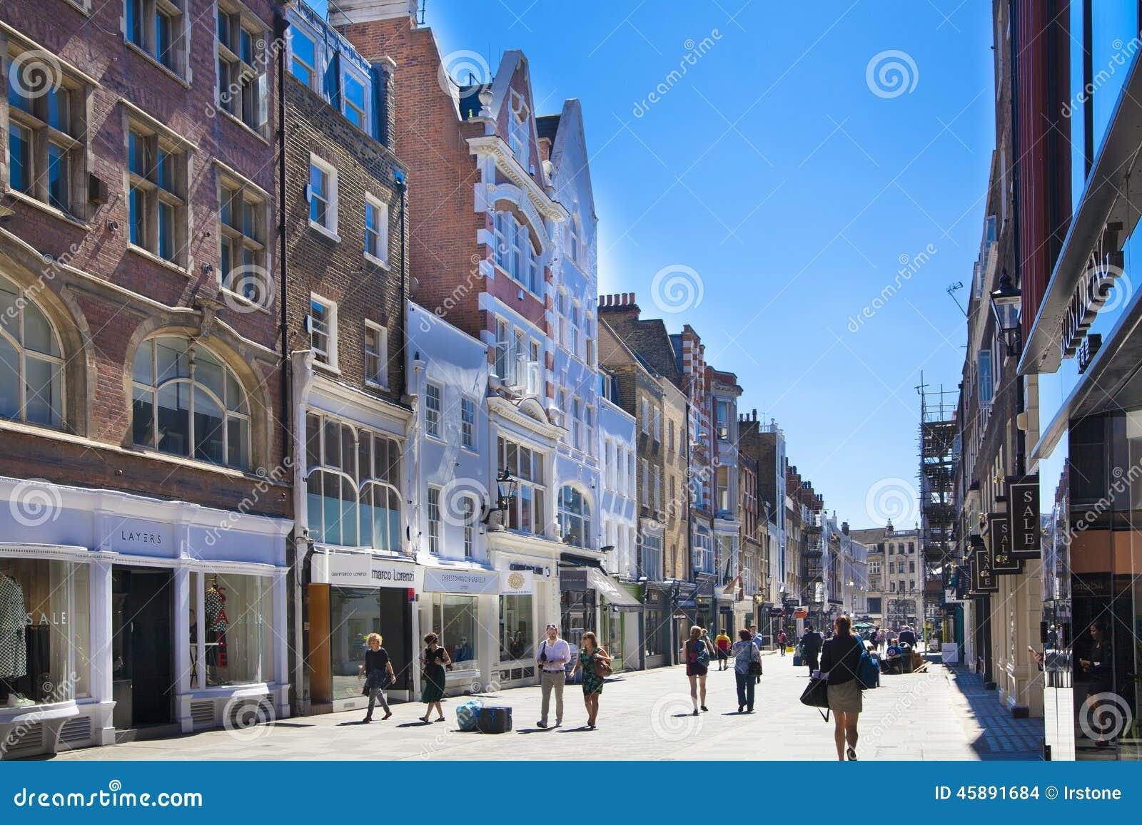 De boutiques van de bandstraat, straat van beroemde kleine manierondernemingen