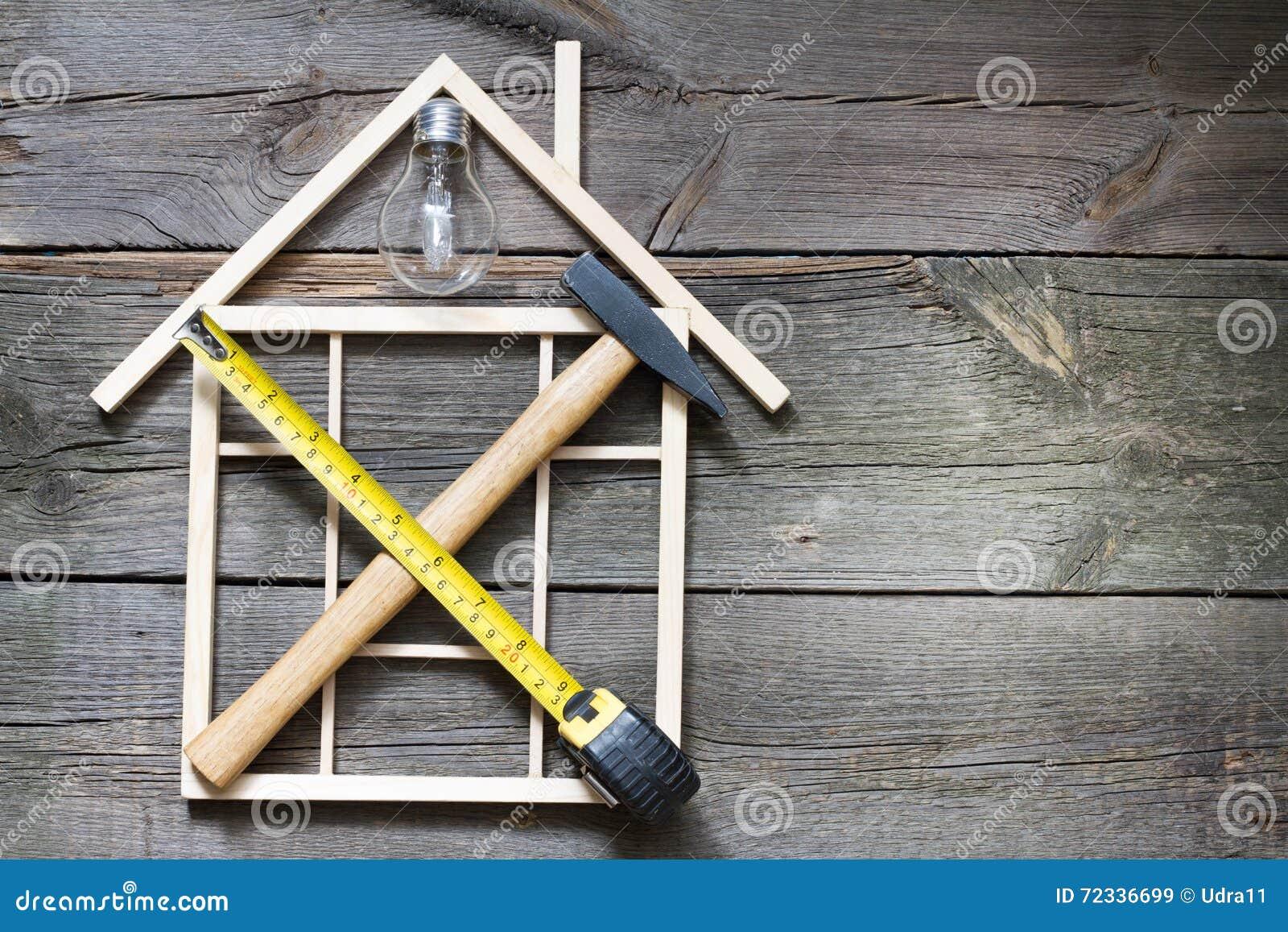 De bouw abstracte achtergrond van de huisvernieuwing met hulpmiddelen