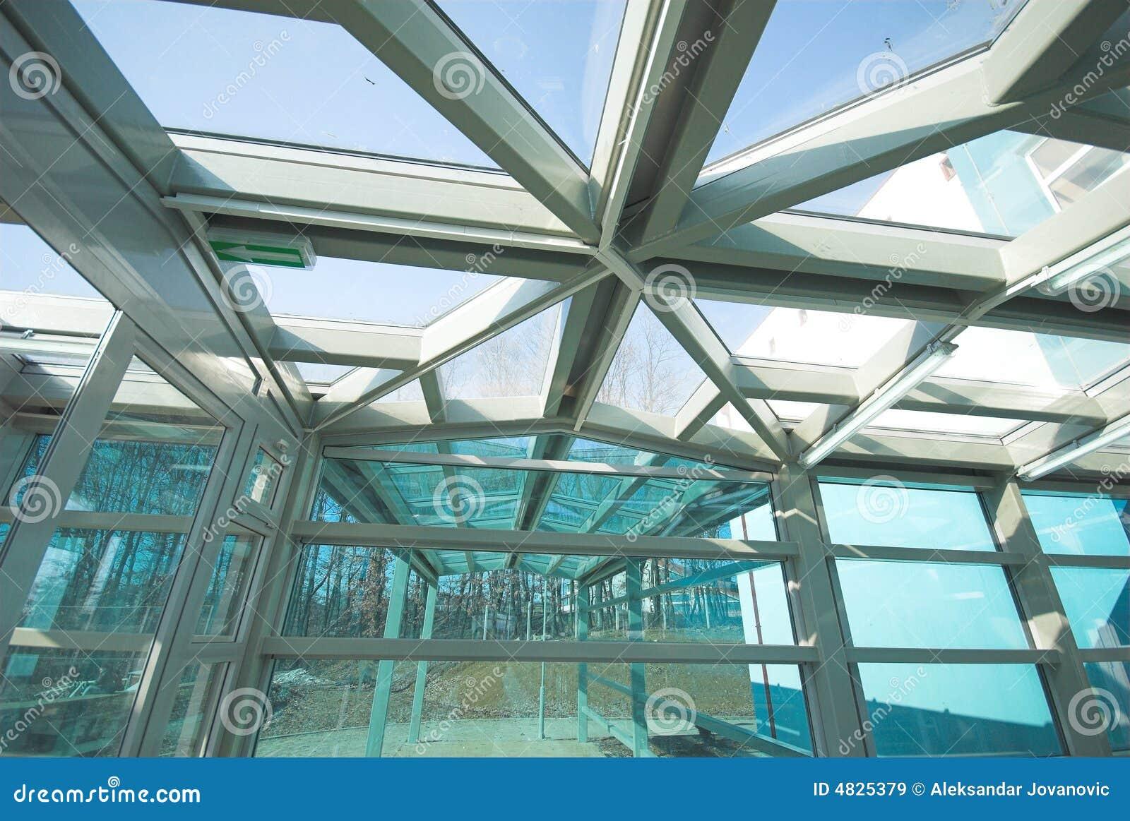 De bouw en het glas van het metaal