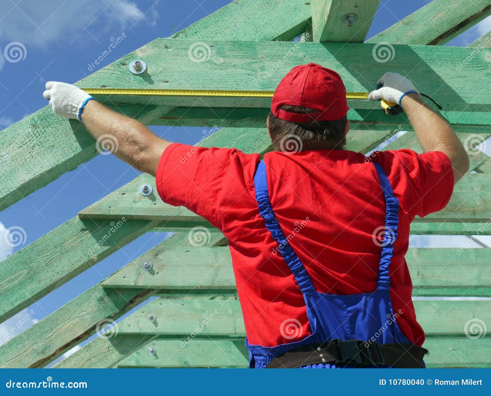 De bouw van het dak