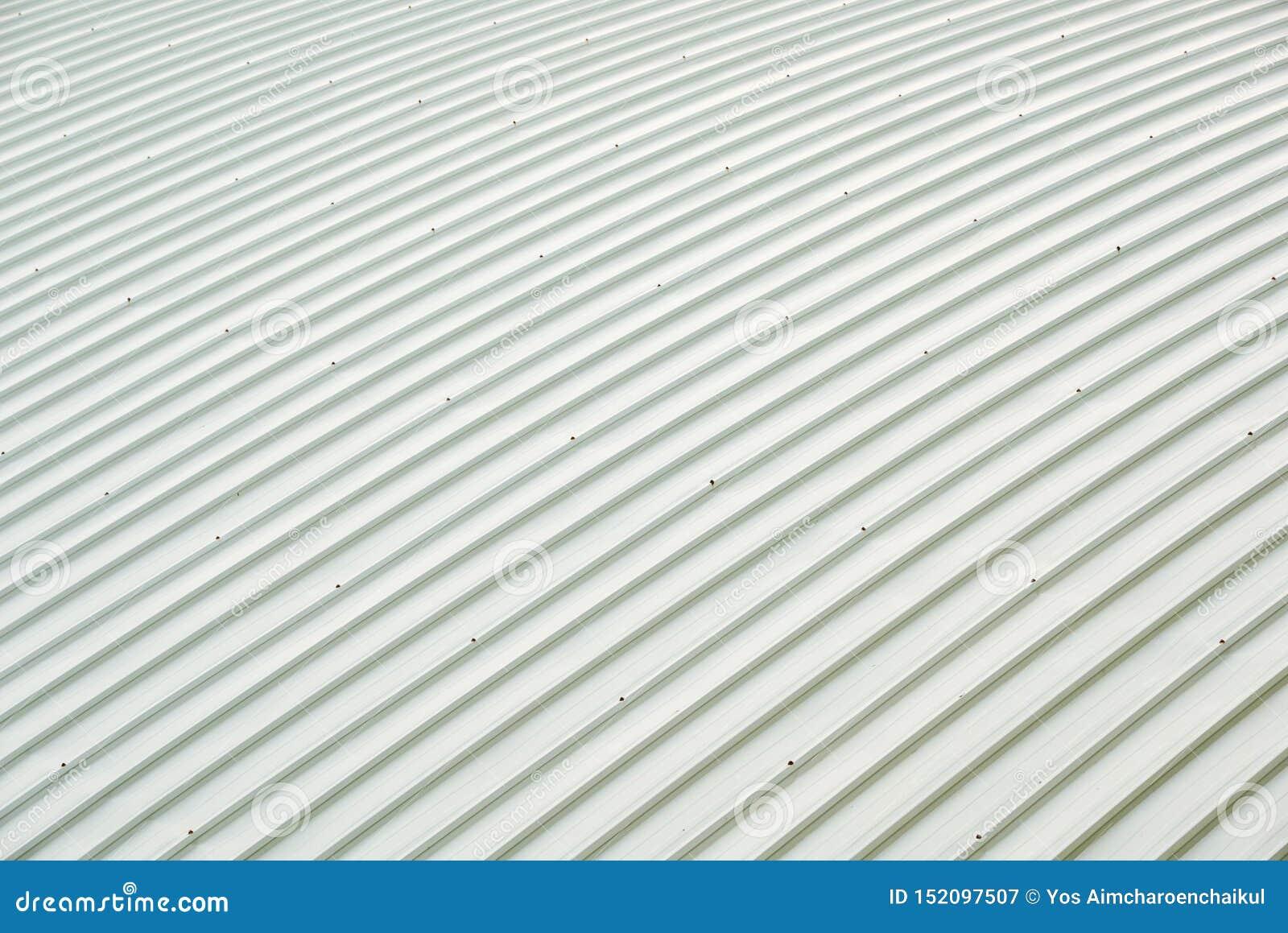 De bouw van de het dakkromme van het metaalblad Ordelijk patroon van dakwerk metalsheet, grote gebouwen