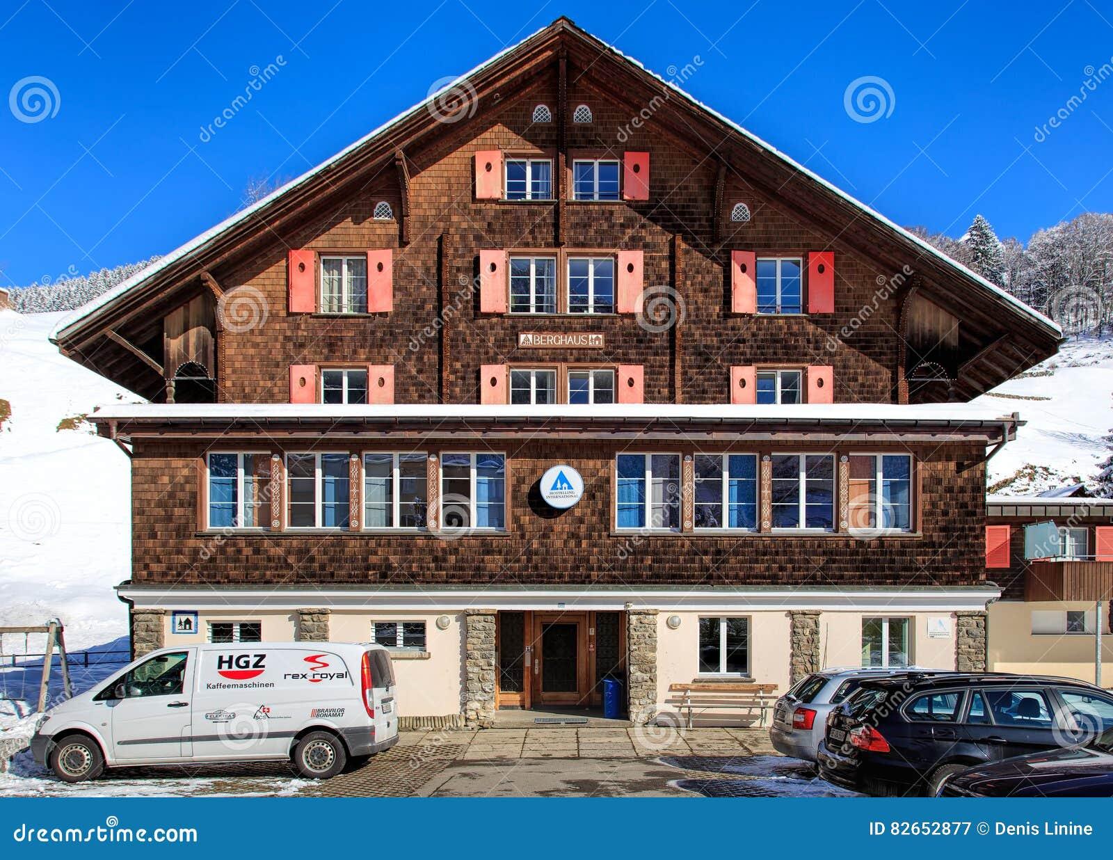 De bouw van hotelberghaus in Engelberg, Zwitserland