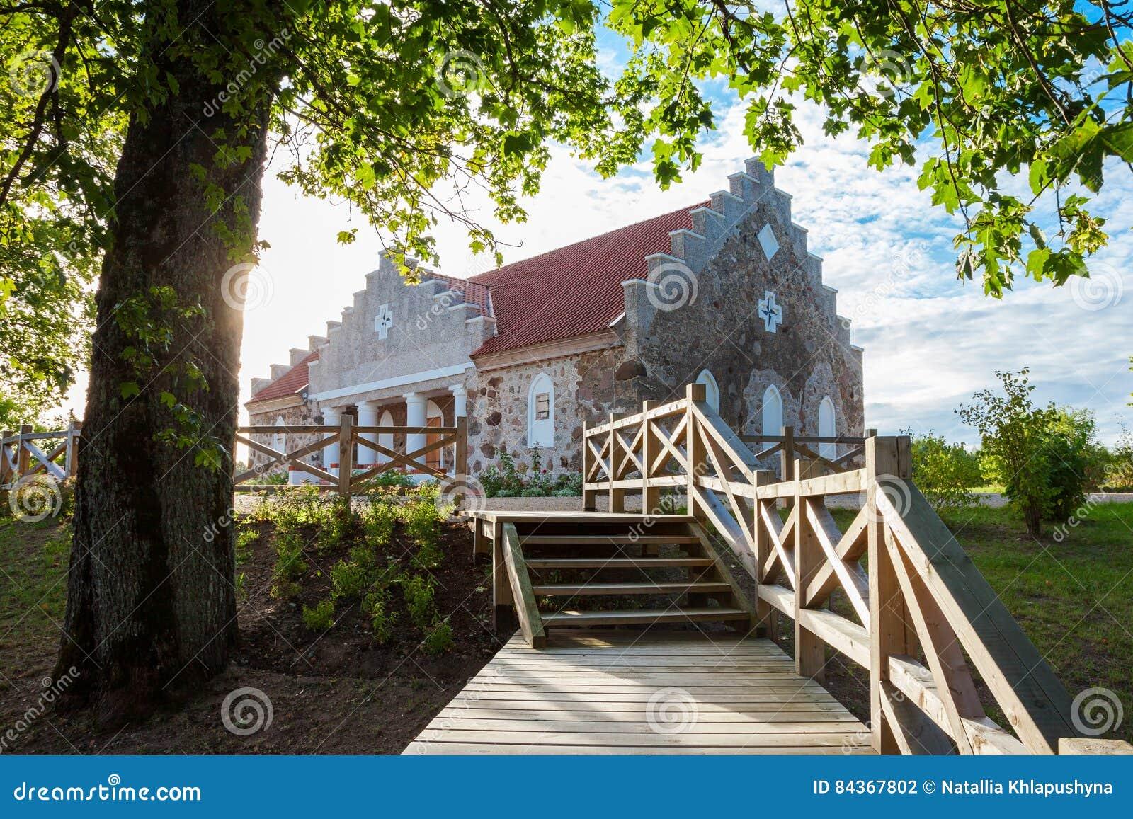 De bouw van Turaida-parochietijdschrift dichtbij Sigulda, Letland