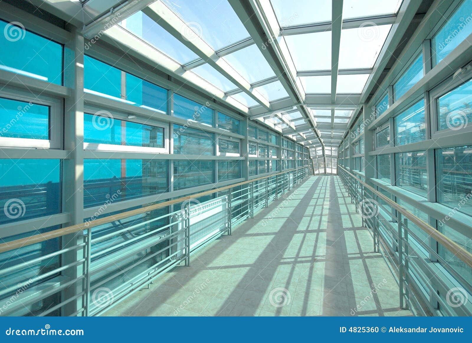 De bouwtunnel en glas van het metaal