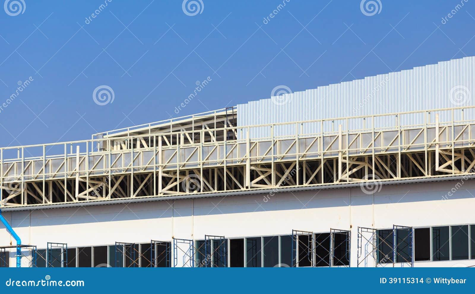 De bouwwerf voor metalsheetdak treft voorbereidingen
