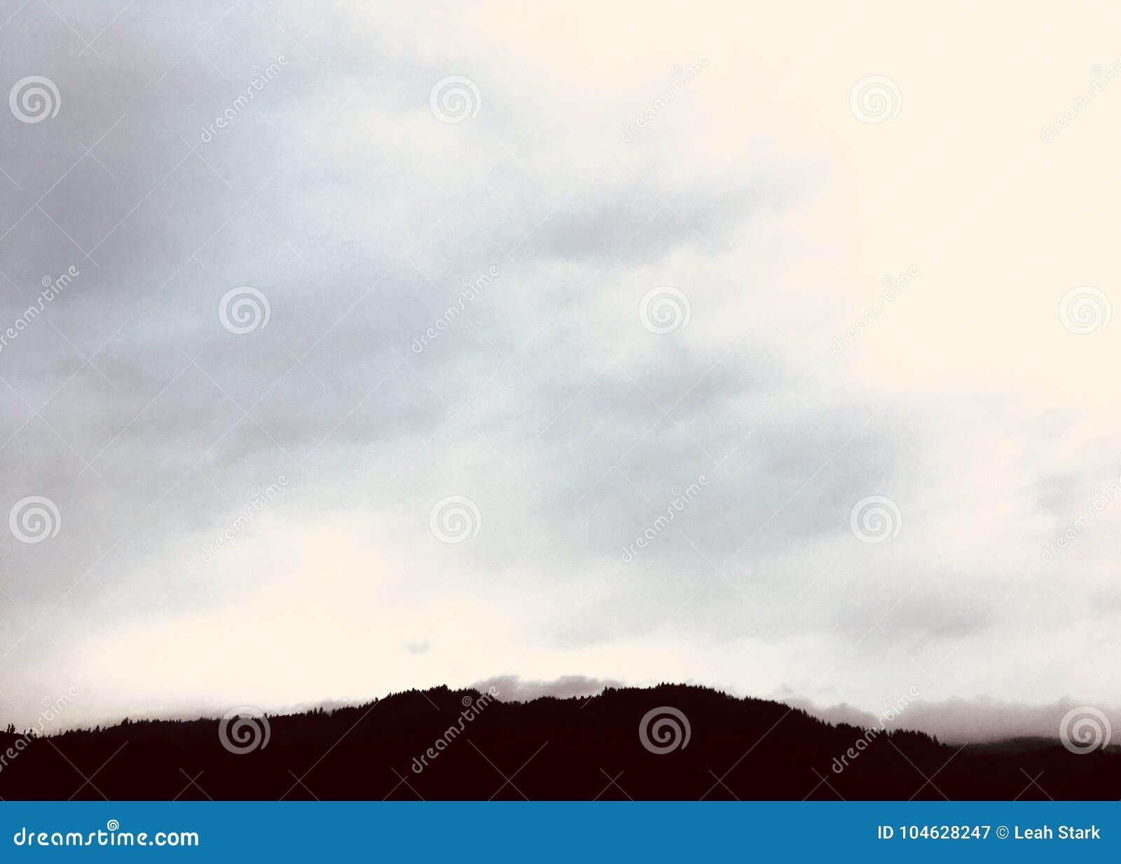Download De bovenkant van de berg stock afbeelding. Afbeelding bestaande uit bovenkant - 104628247