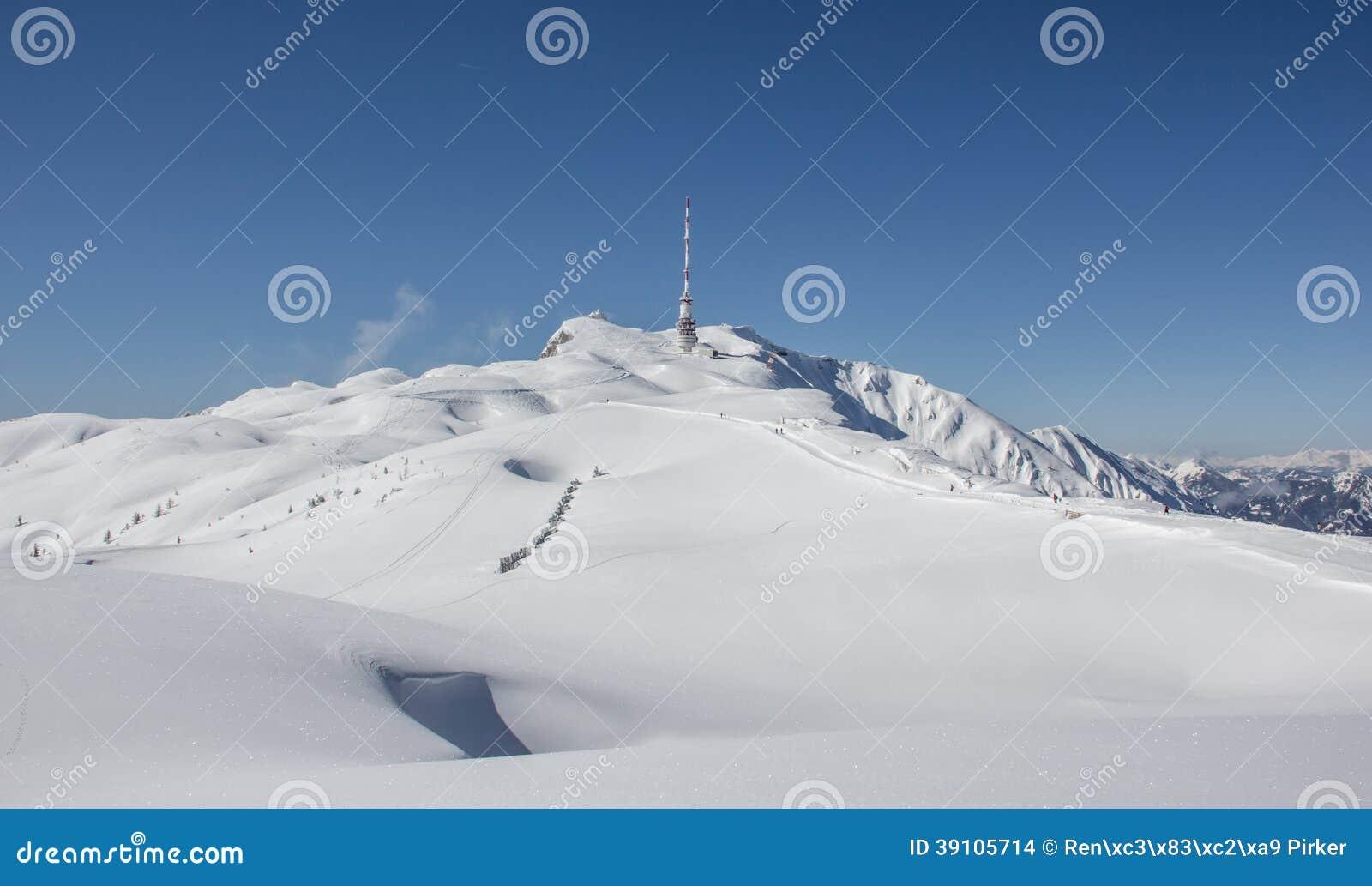 De Bovenkant van het de winterlandschap van Dobratsch