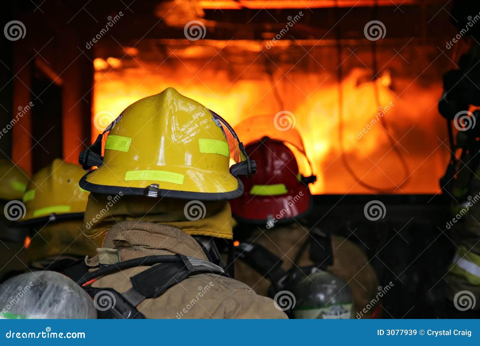 De brandbestrijders structureren Brand