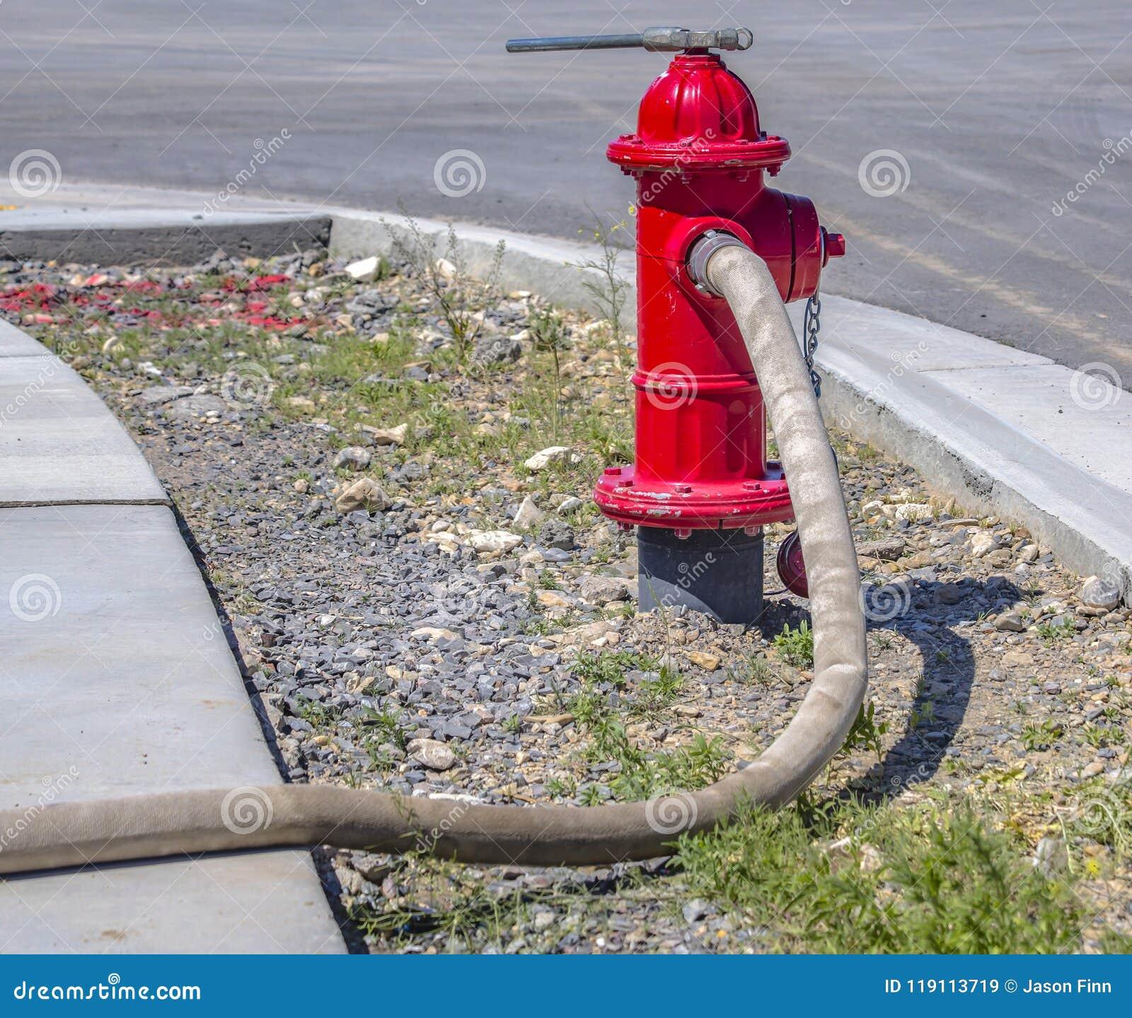 De brandslang conncted aan hydrant