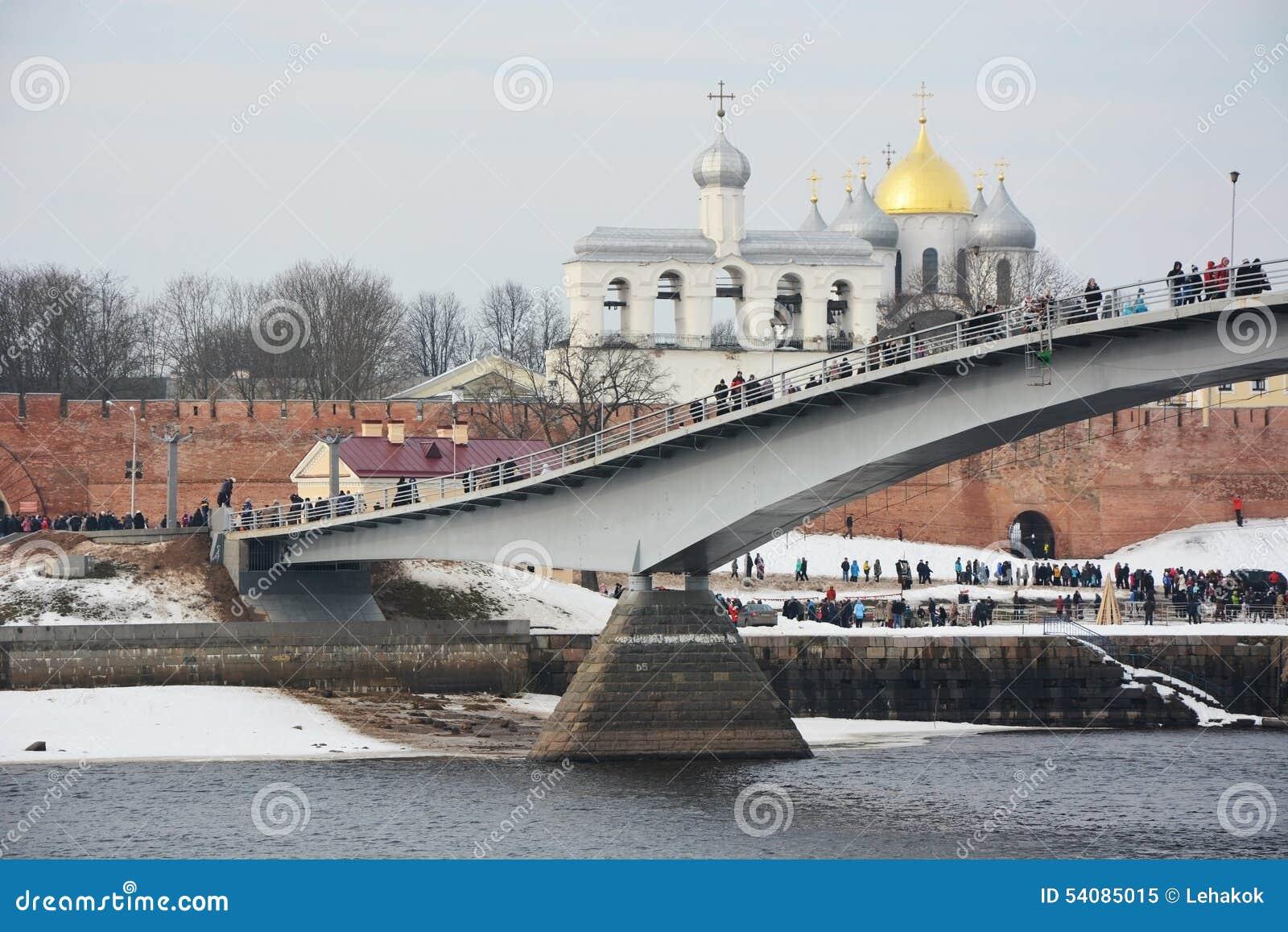 De brug over de Volkhov-Rivier