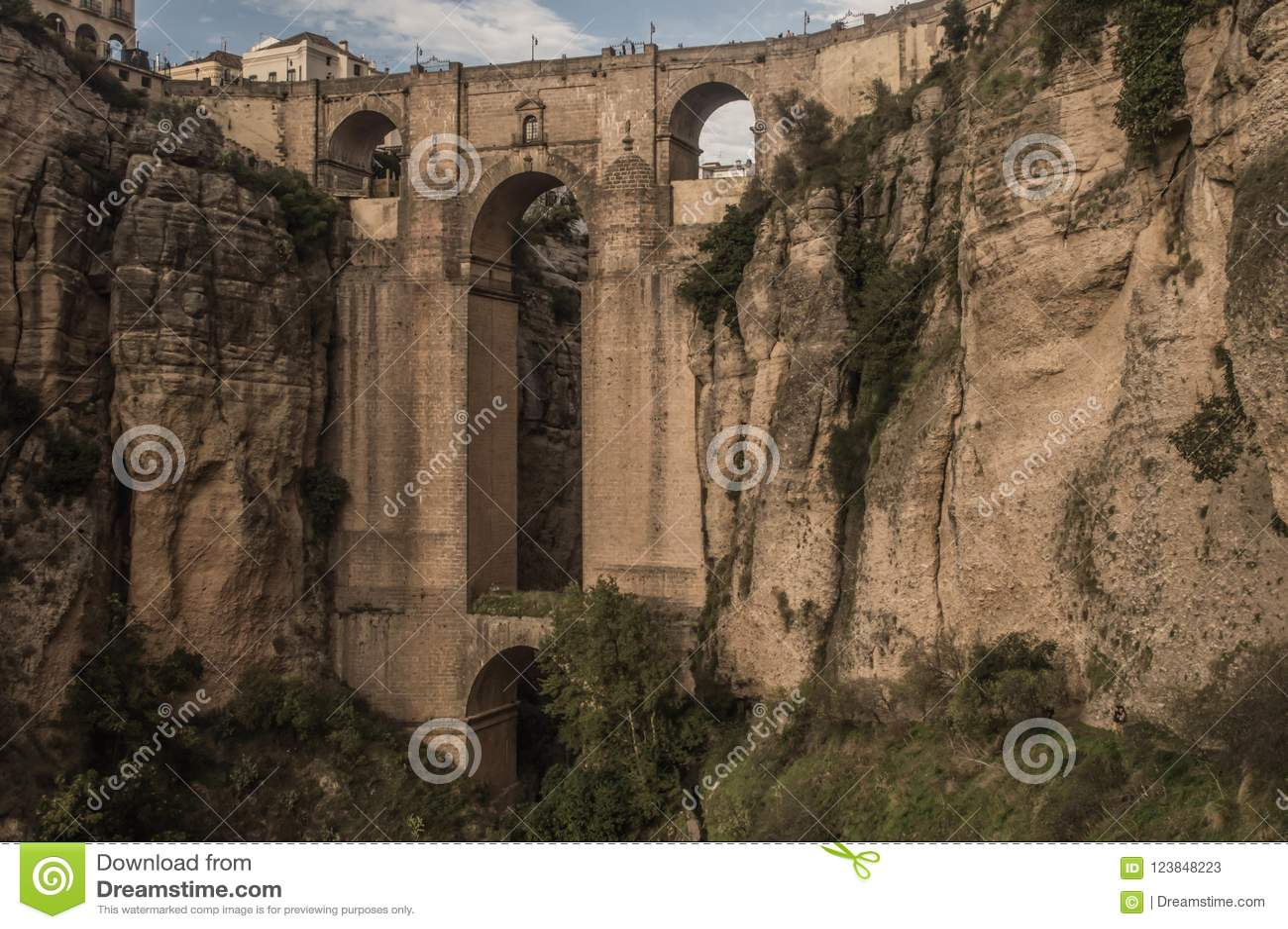 De brug over de kloof in Ronda, Andalucia, Spanje