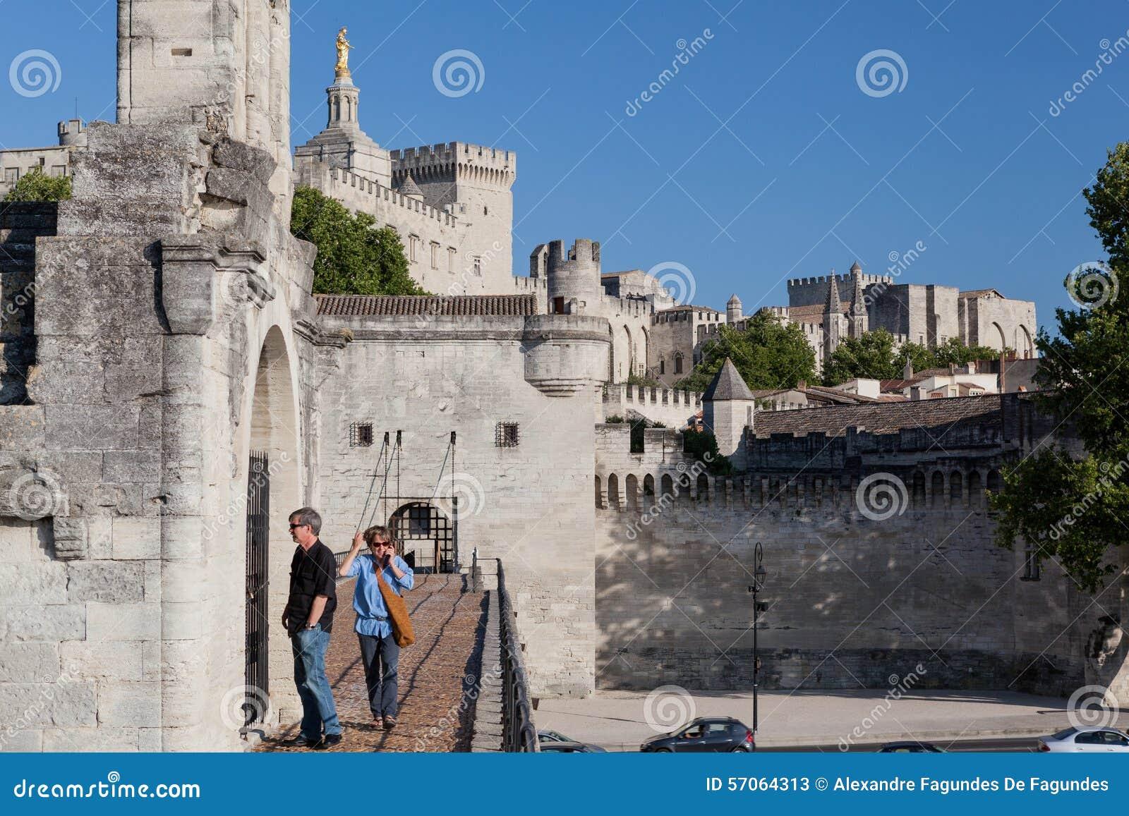 De Brug Pauselijk Paleis Frankrijk van Avignon