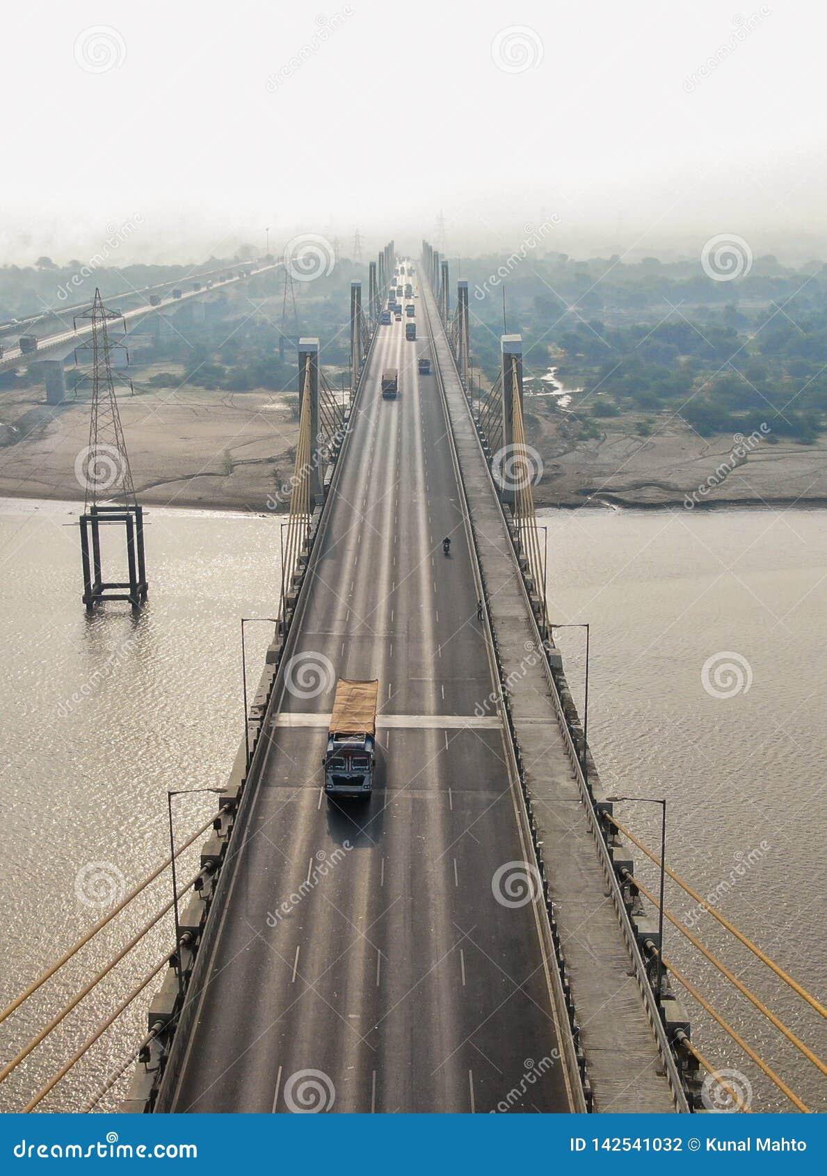 De brug van de Bharuchkabel