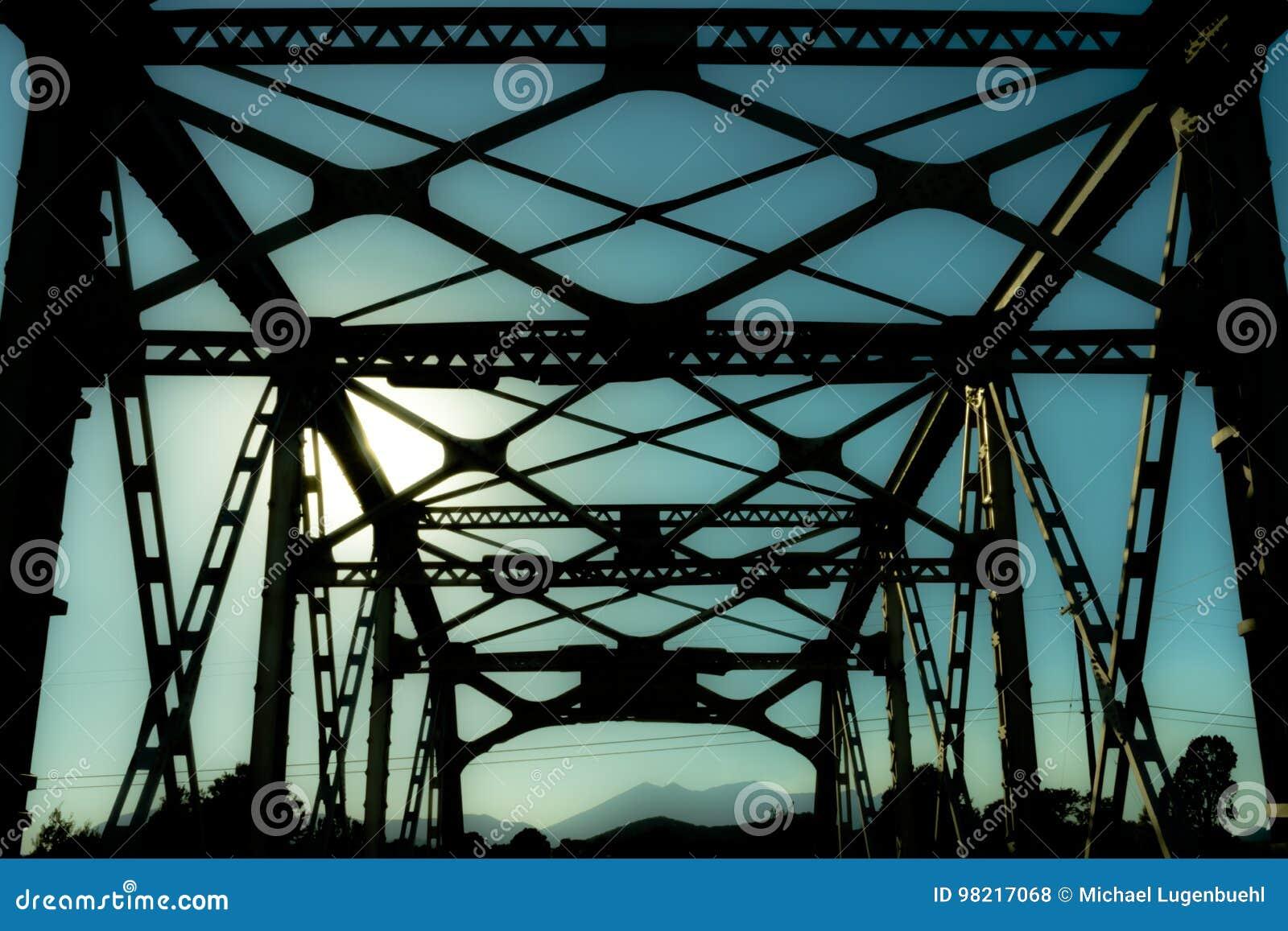 De brug van de okkernootcanion op Oud Route 66