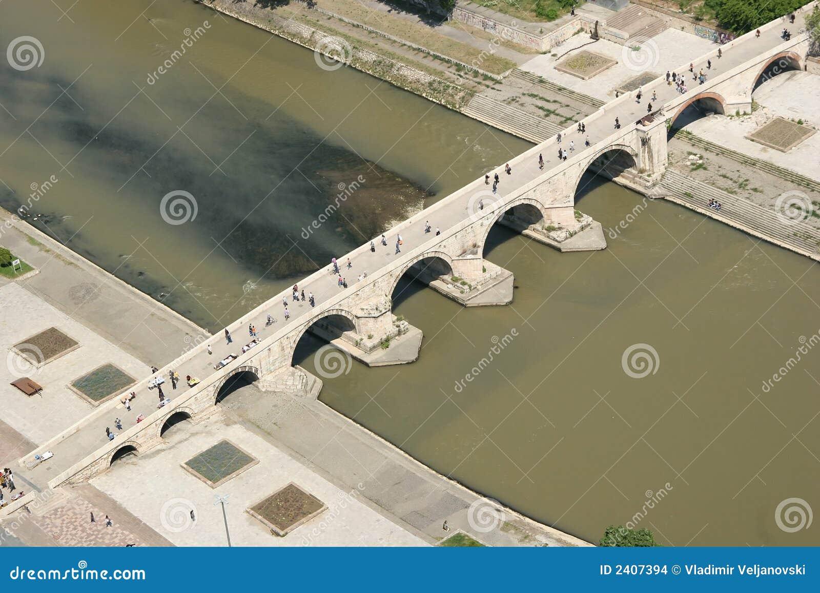 De brug van de steen