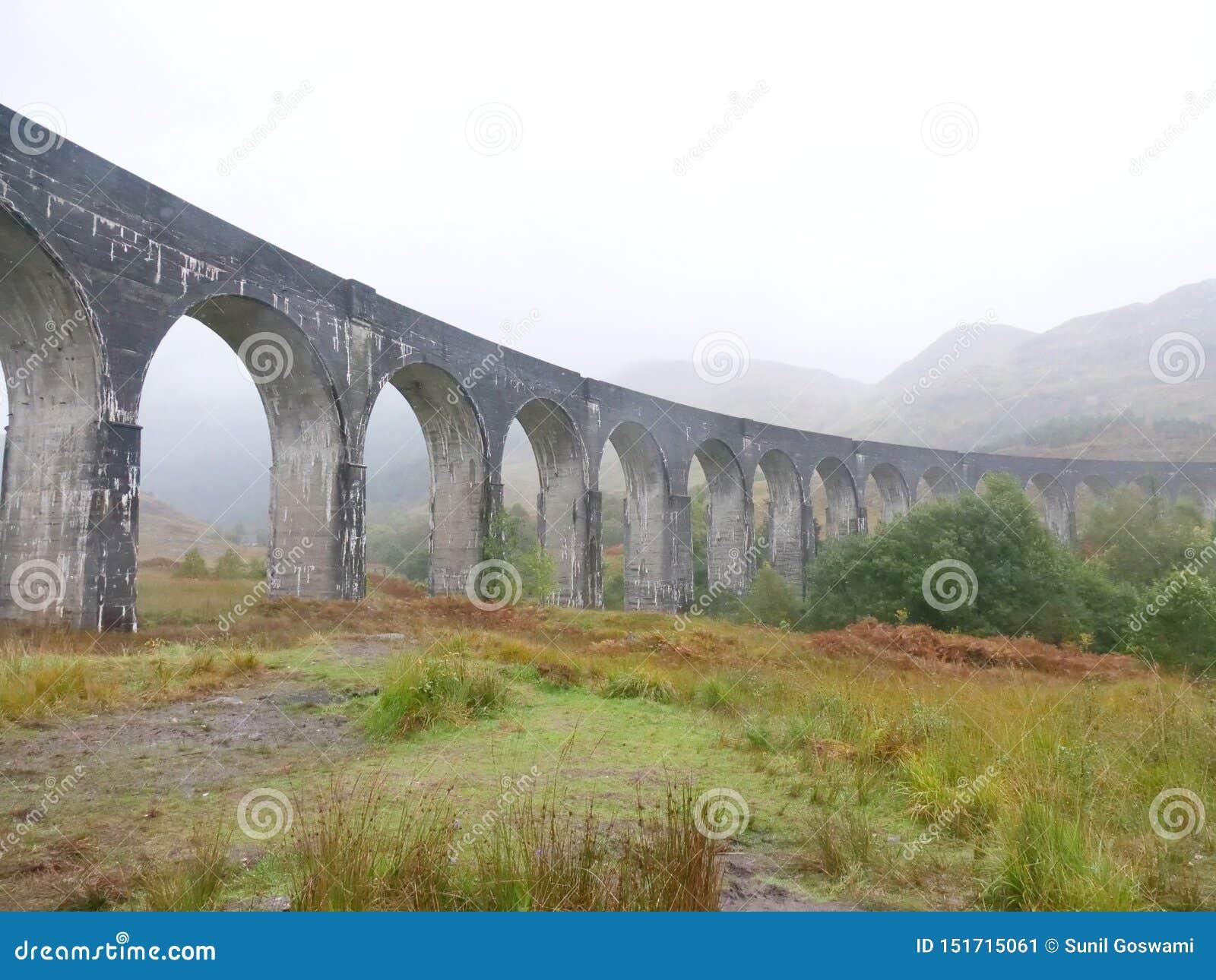 De brug van de Glenfinnantrein