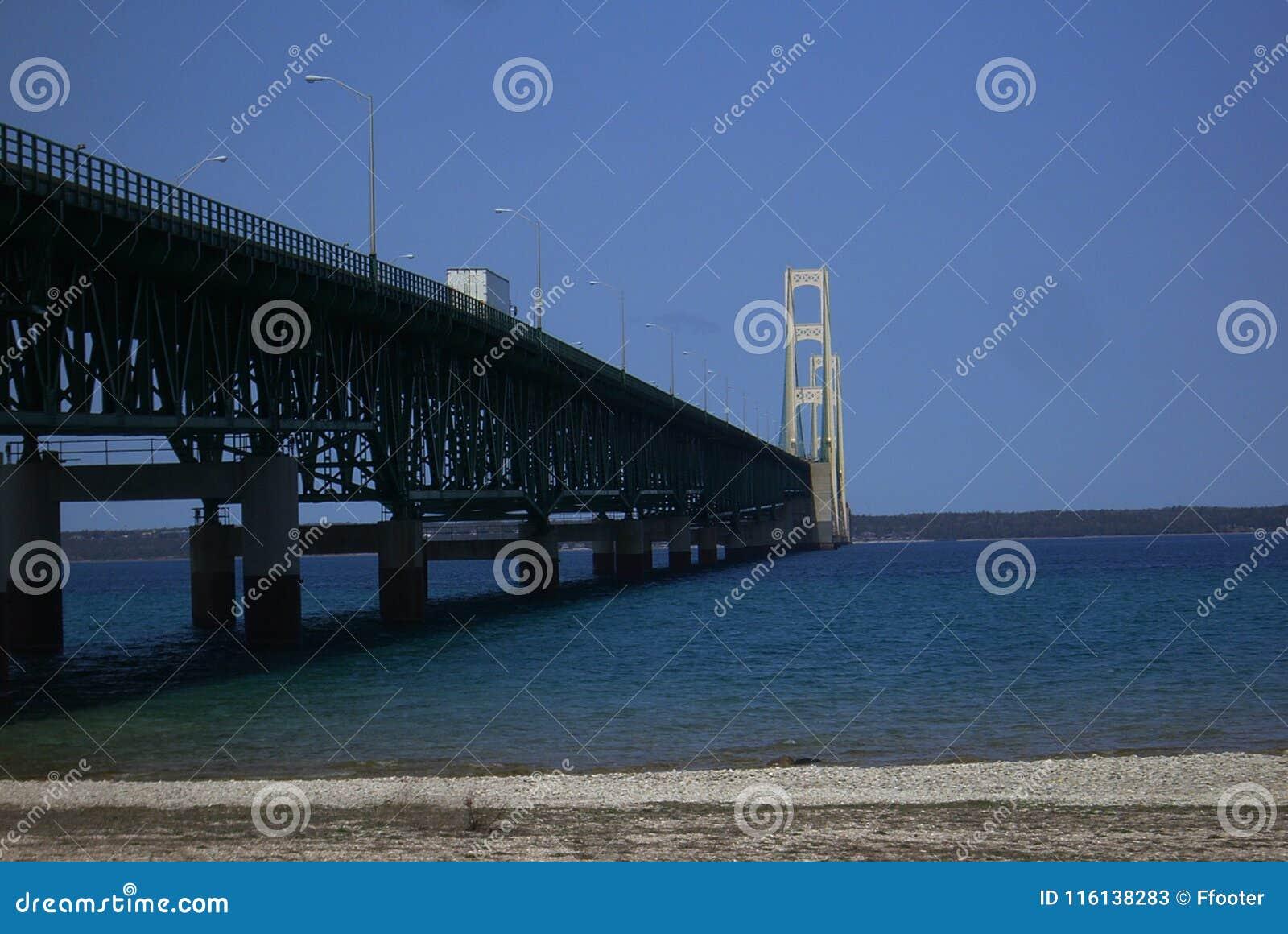 De Brug van Mackinac in Michigan