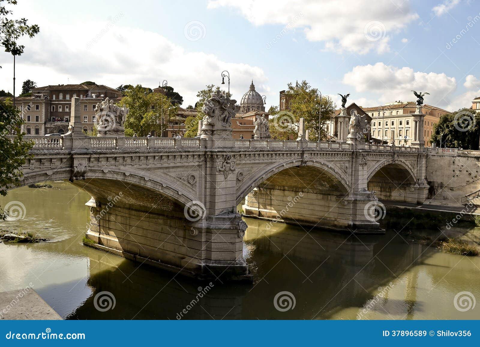De Brug van Santangelo met de standbeelden van Bernini, Rome, Italië