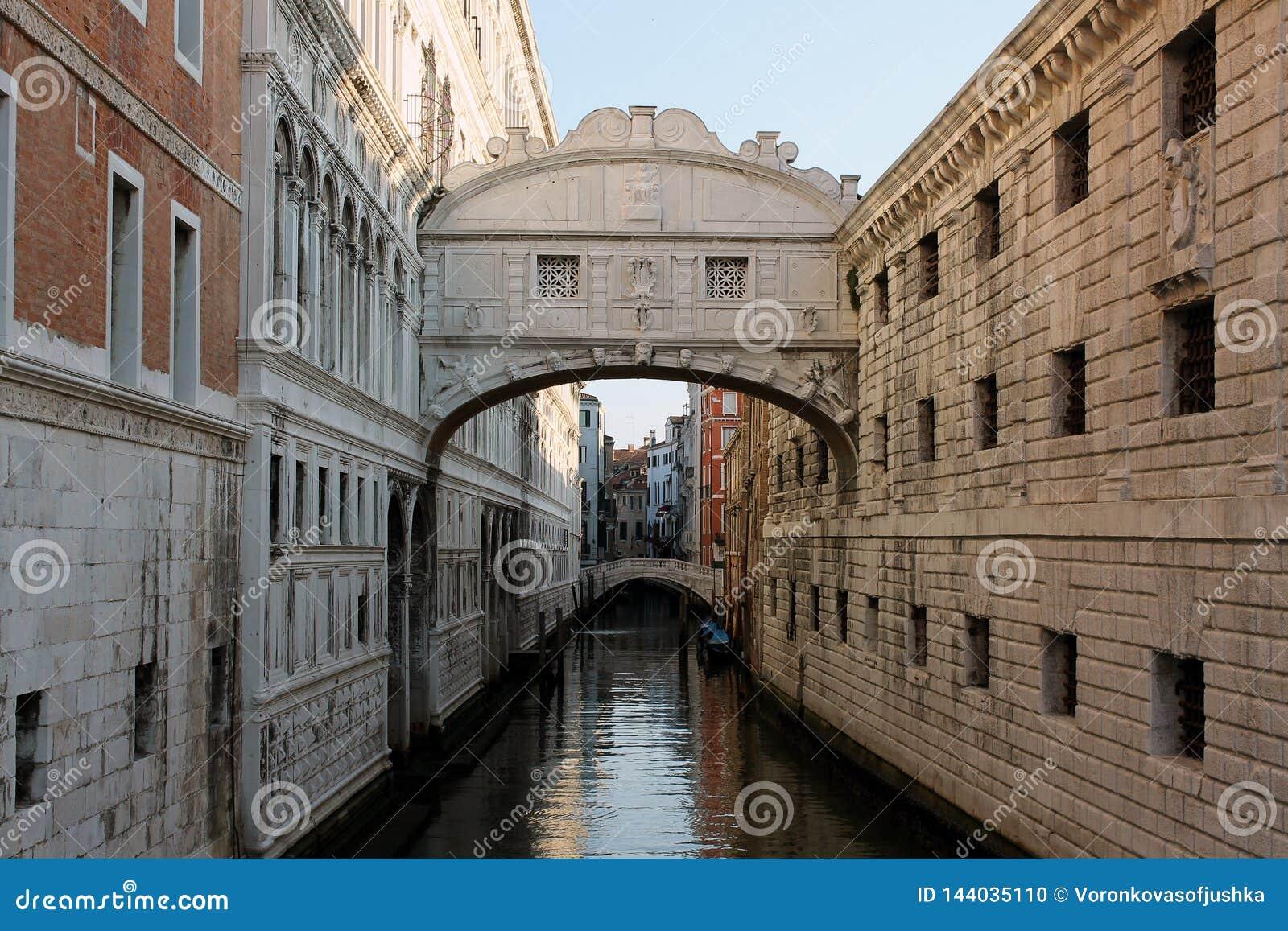 De Brug van Sighs in Venetië Italië