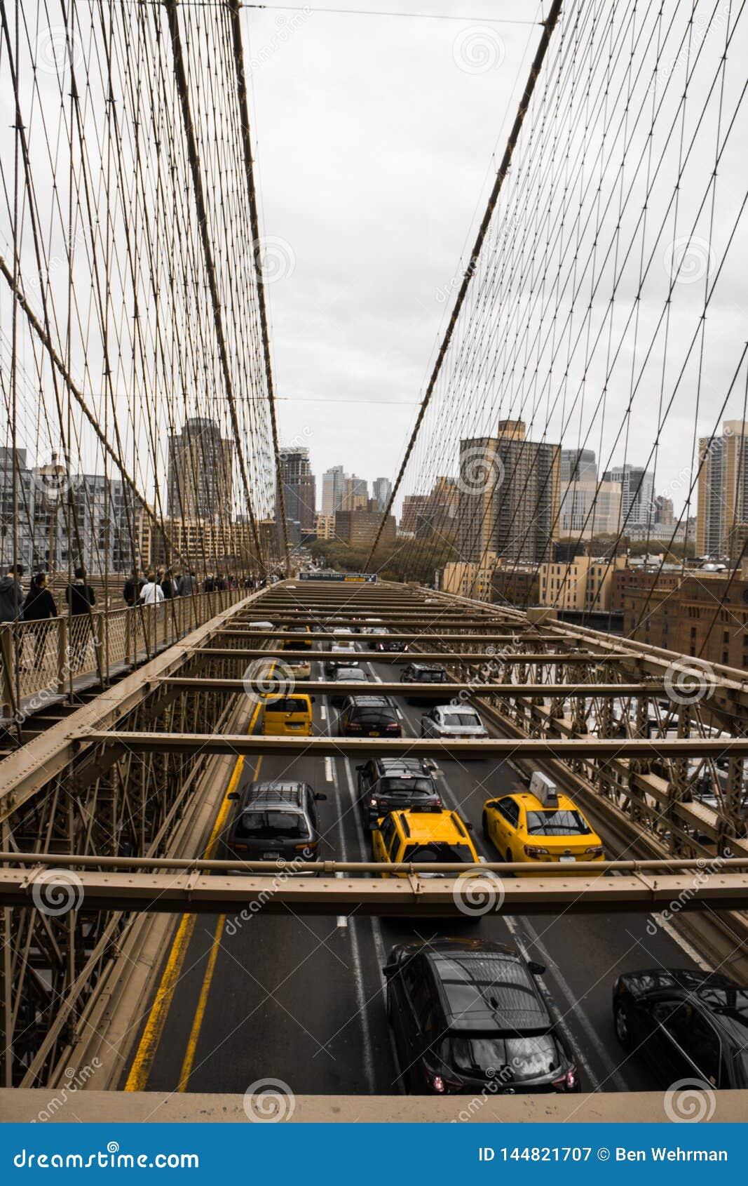 De brugverkeer van Brooklyn
