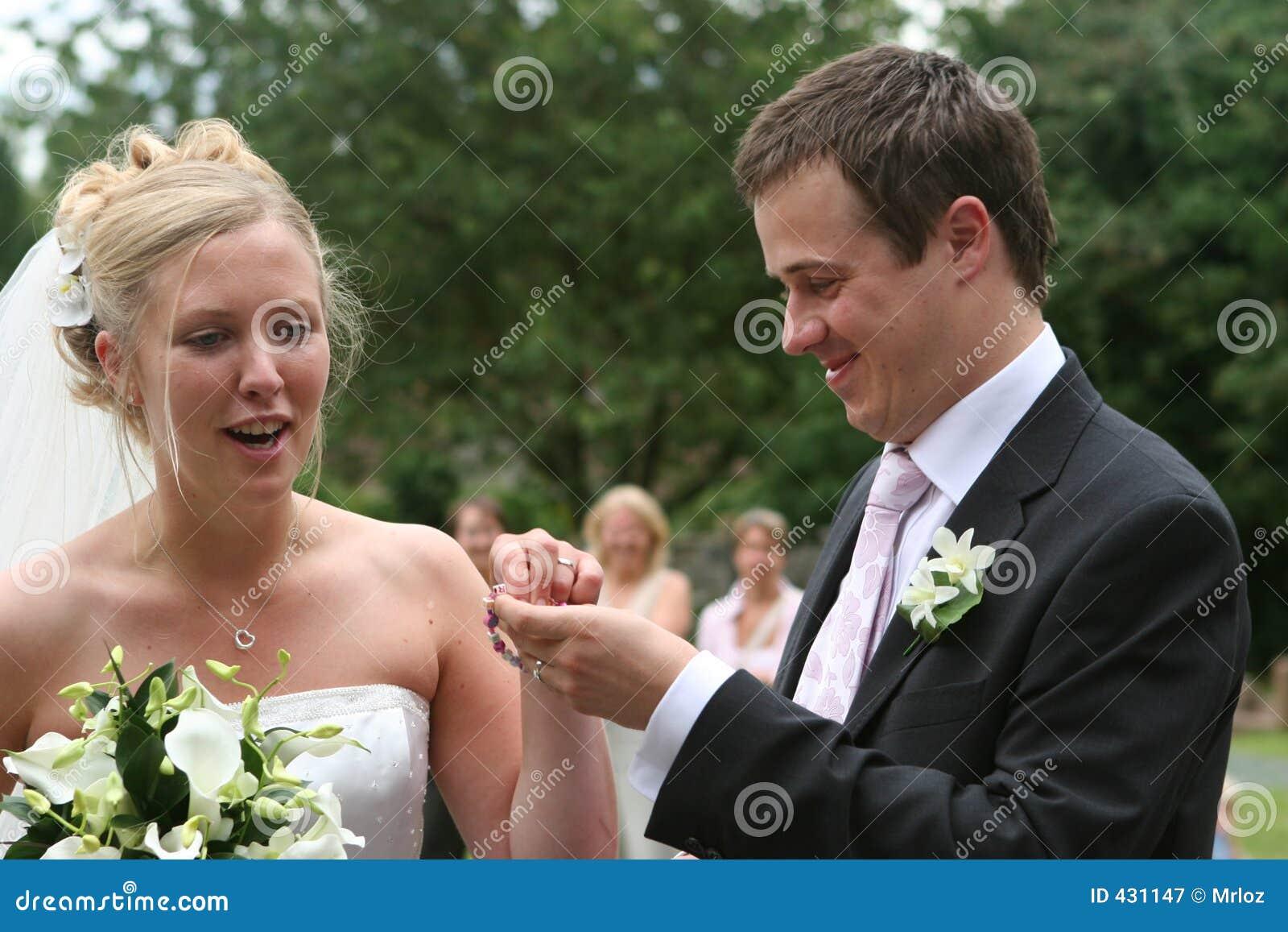 De bruid de Bruidegom en de Armband