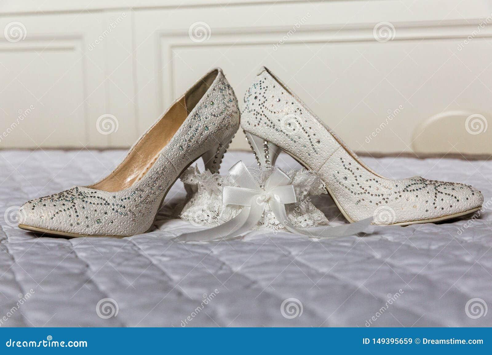 De Bruidschoenen en Kouseband van vrouwen