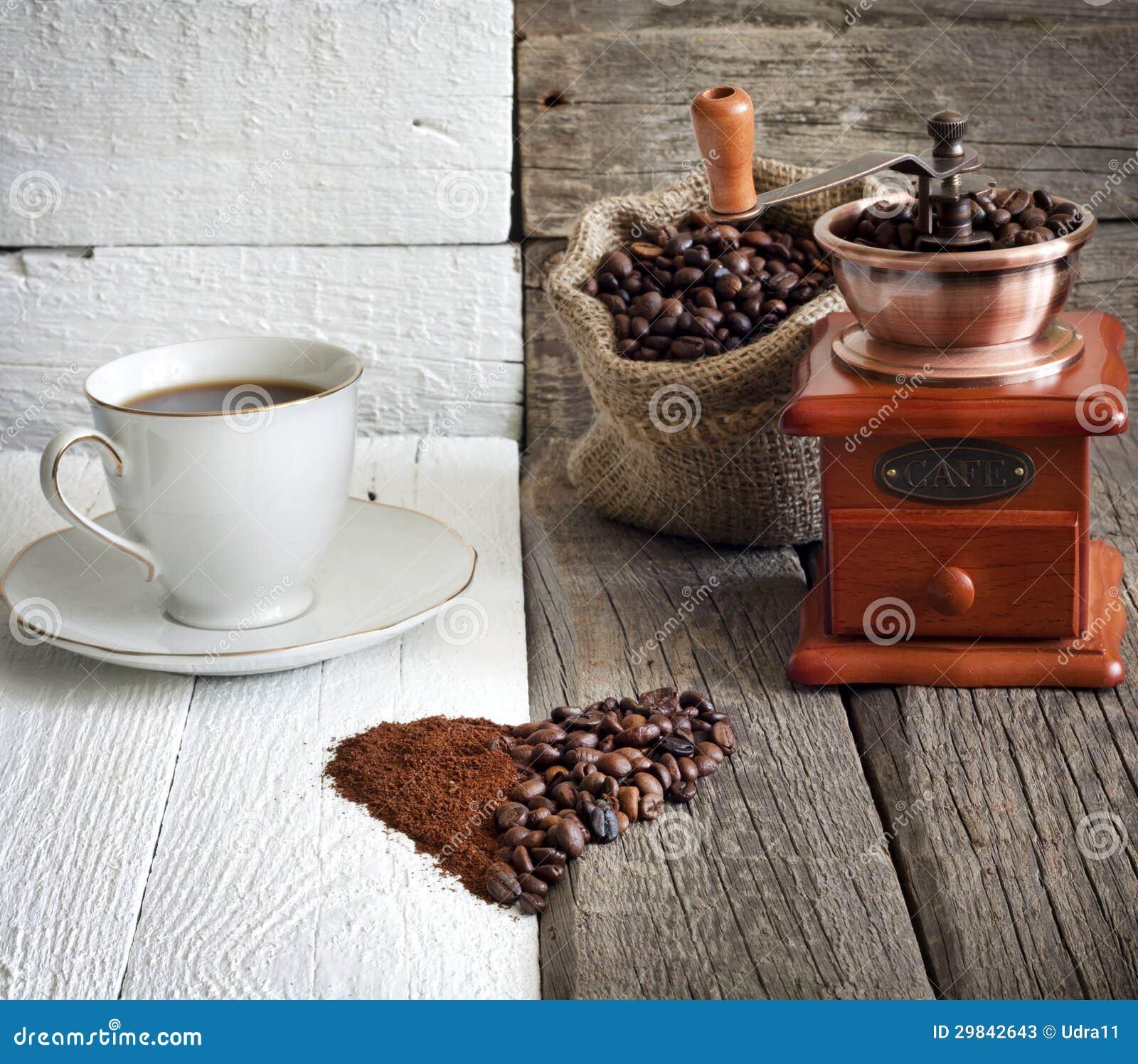 Feijões e moedor de café