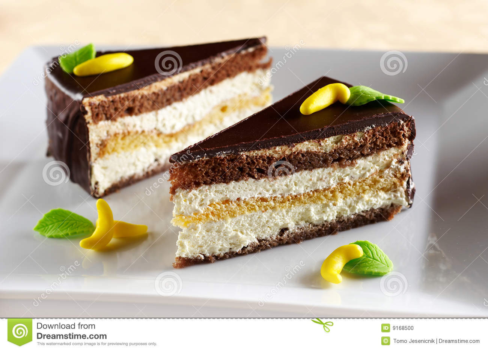 De cake van het koekje die met banaanroom wordt gevuld