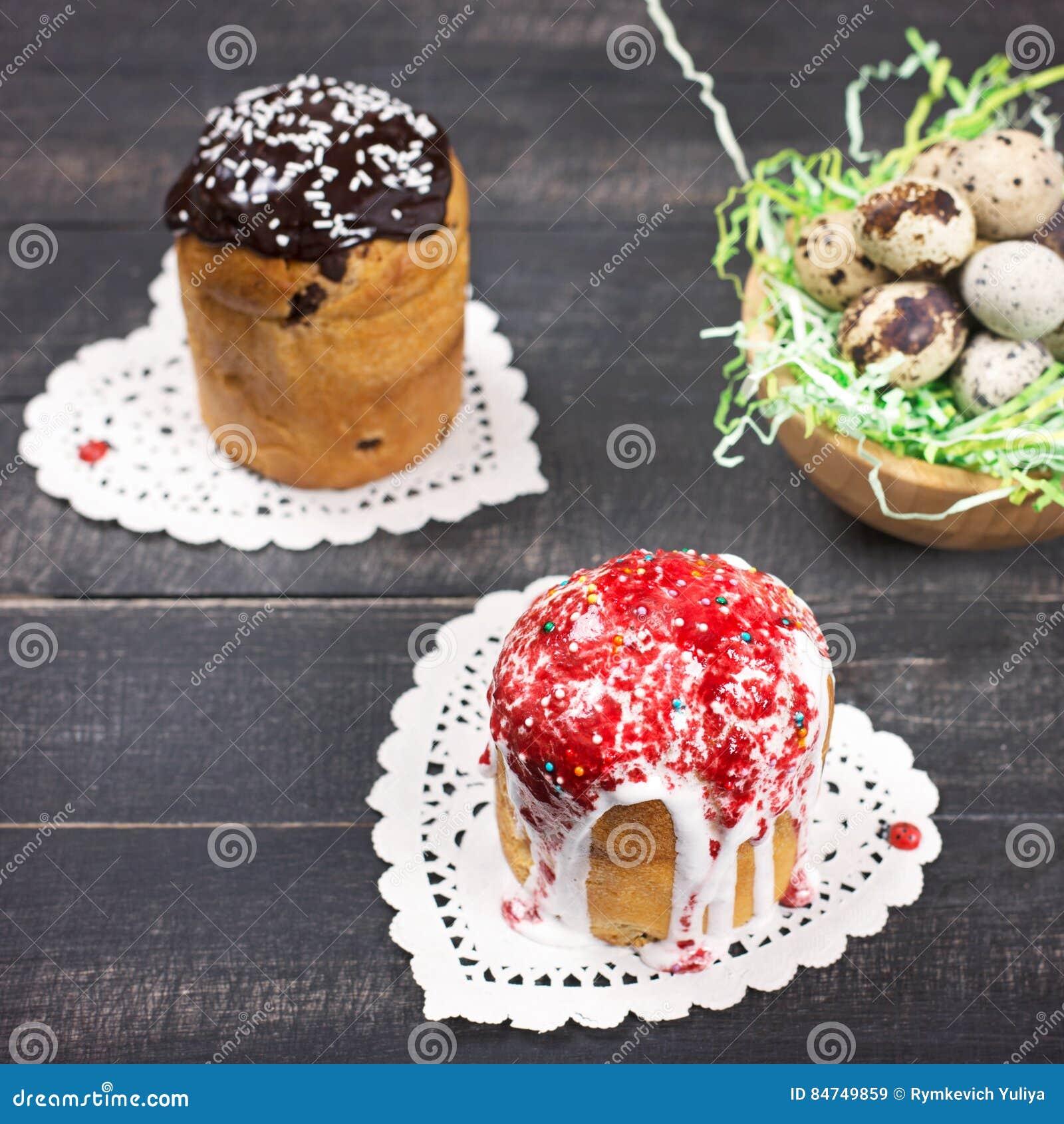 De Cakes en het Nest van Pasen met kwartelseieren