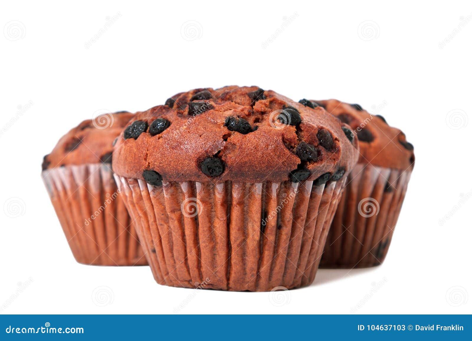 Download De Cakes Van De Chocoladeschilfermuffin Op Wit Worden Geïsoleerd Dat Stock Afbeelding - Afbeelding bestaande uit choc, geval: 104637103