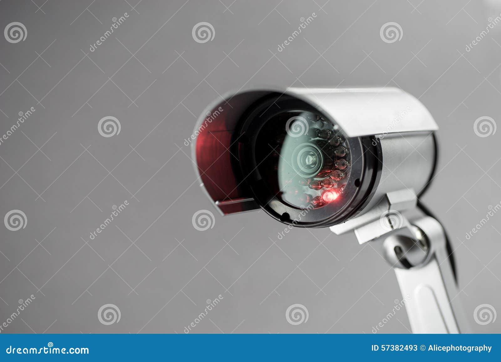 De camera van veiligheidskabeltelevisie in de bureaubouw