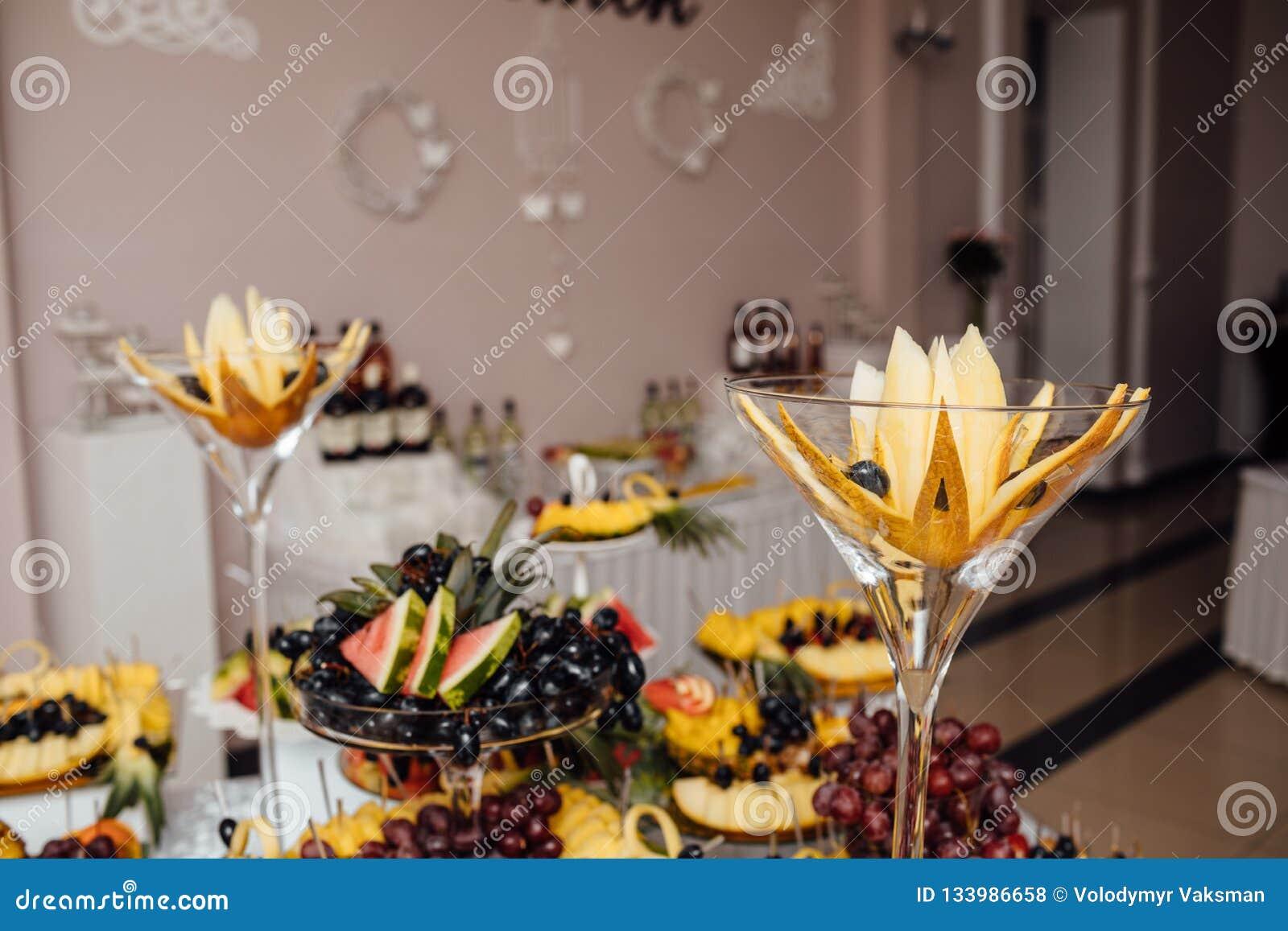 De catering van het luxehuwelijk Heerlijke suikergoedbar bij huwelijksrecepti