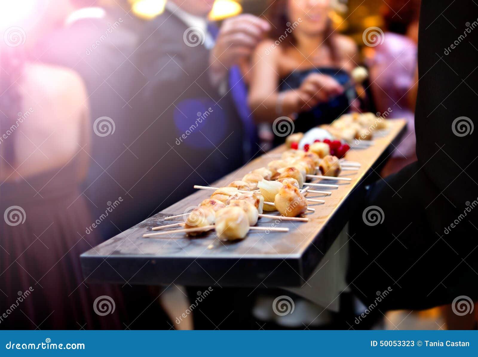 De cateringsdienst Modern voedsel of voorgerecht voor gebeurtenissen en vieringen