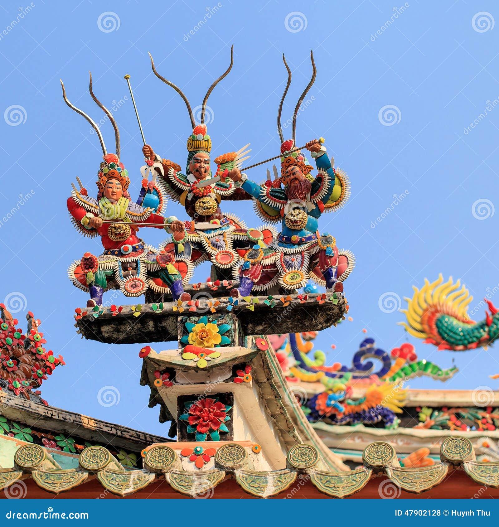 De cerámica adorne en el top en la pagoda