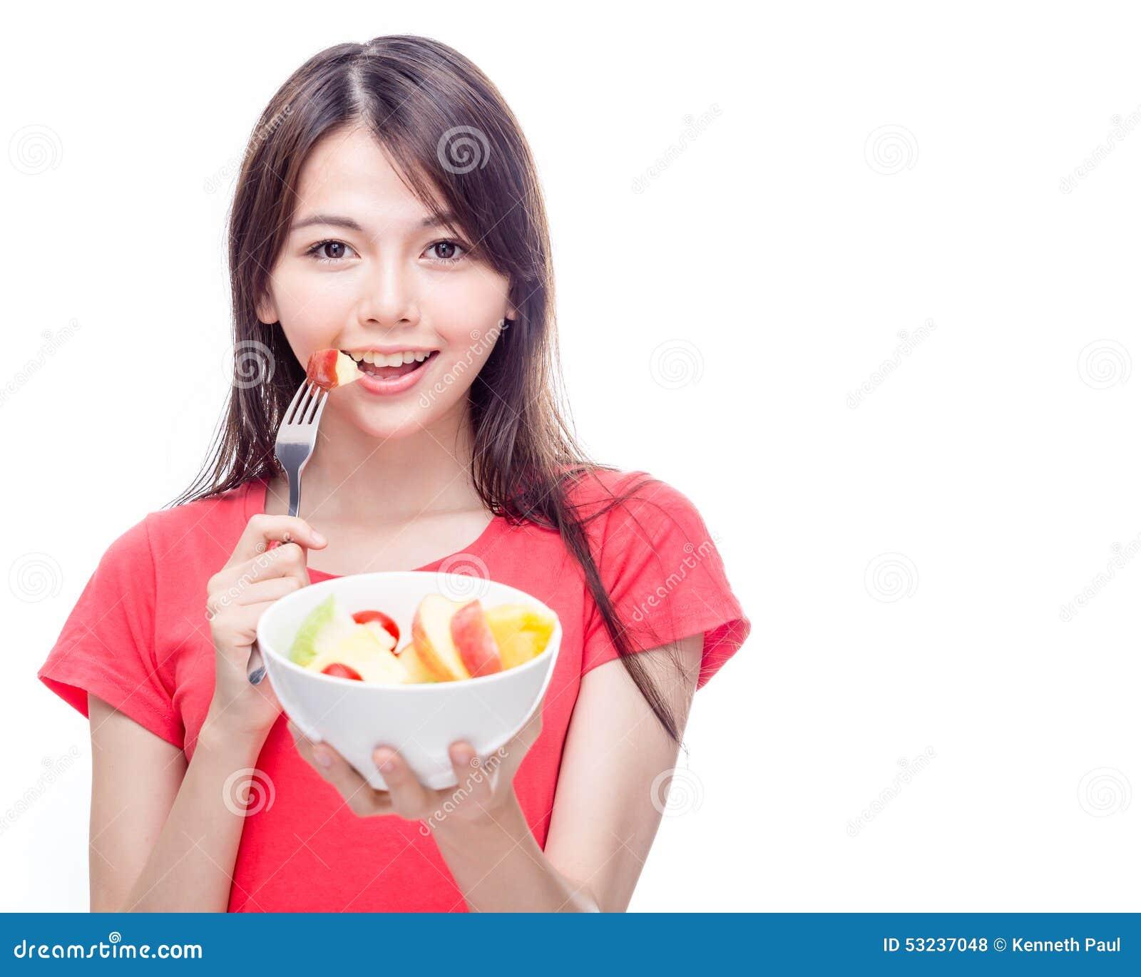 De Chinese kom van de vrouwenholding fruit