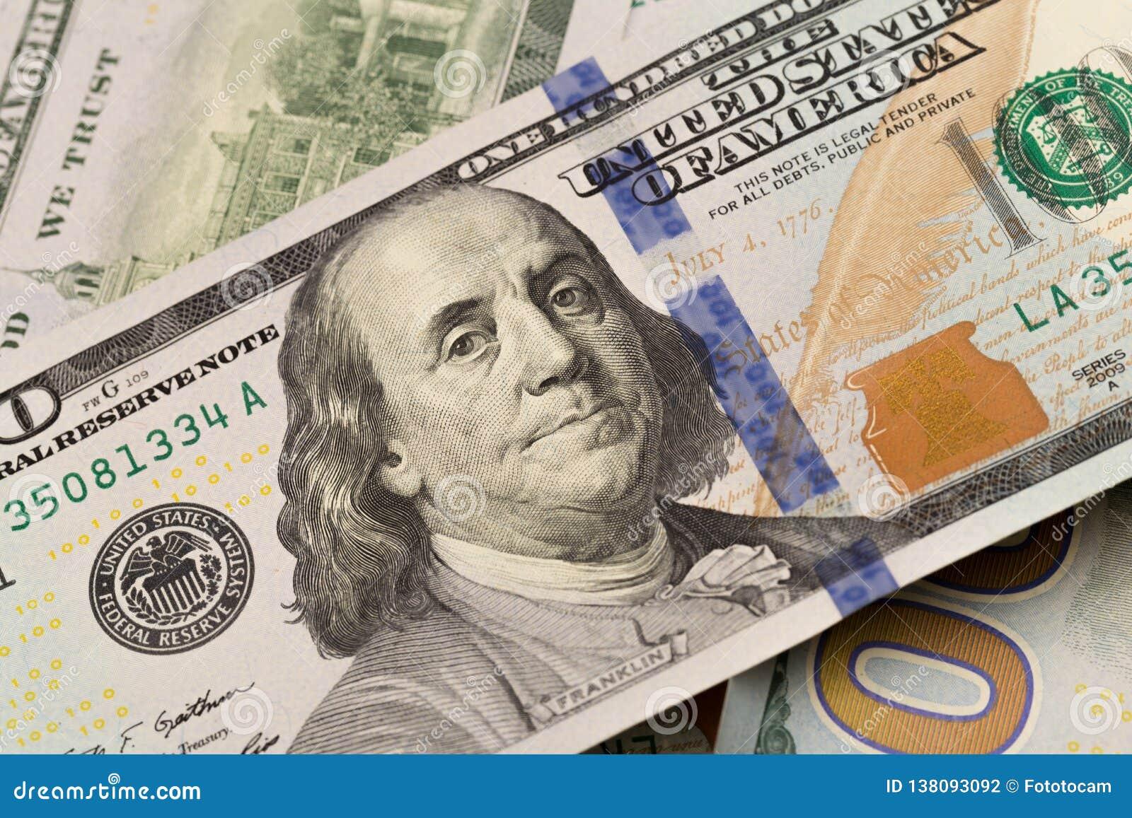De close-up van dollars Het portret van Benjamin Franklin op een rekening Concept geld en inkomens