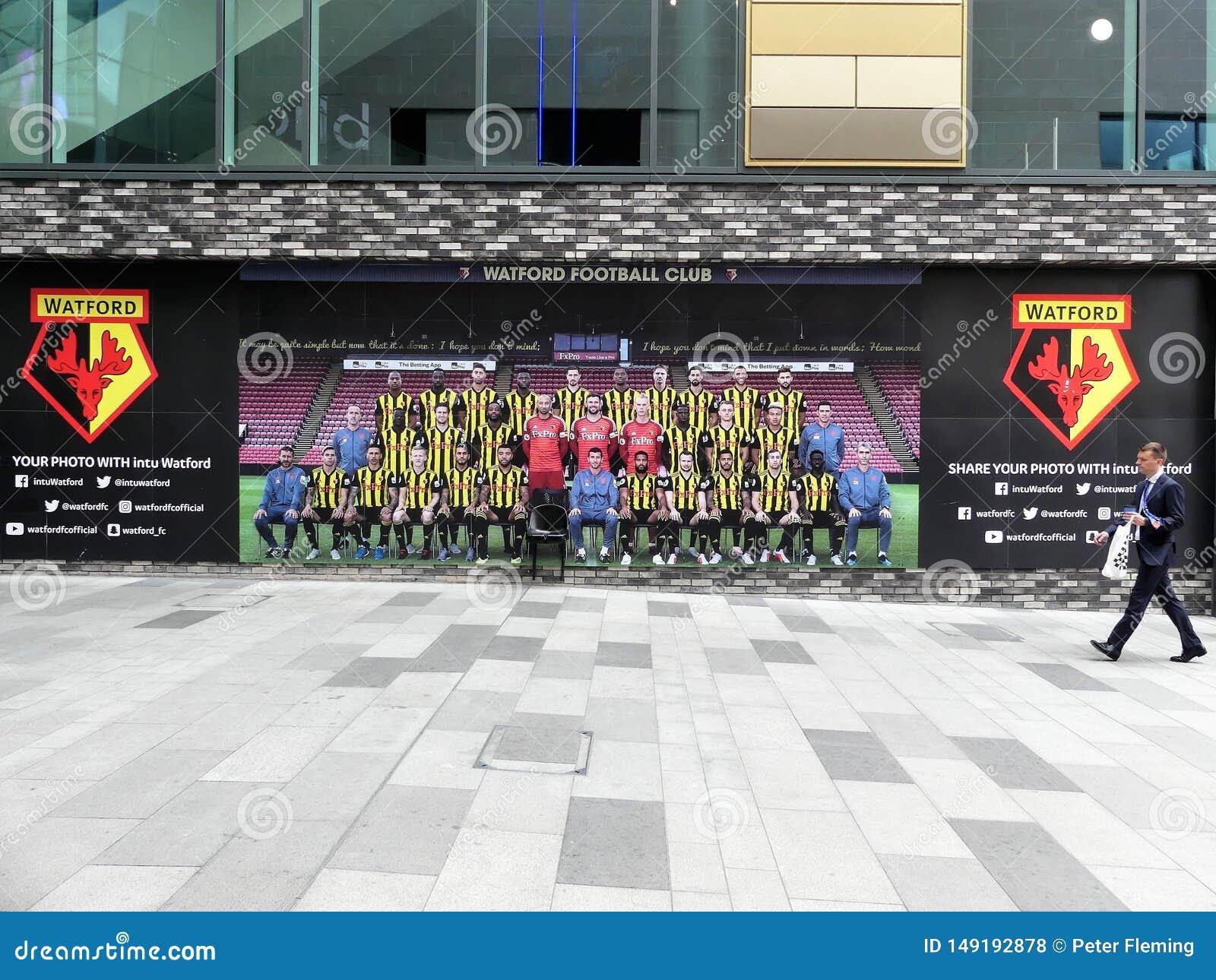 De Club van de Watfordvoetbal deelt uw foto met de eigenschapmuur van intuwatford