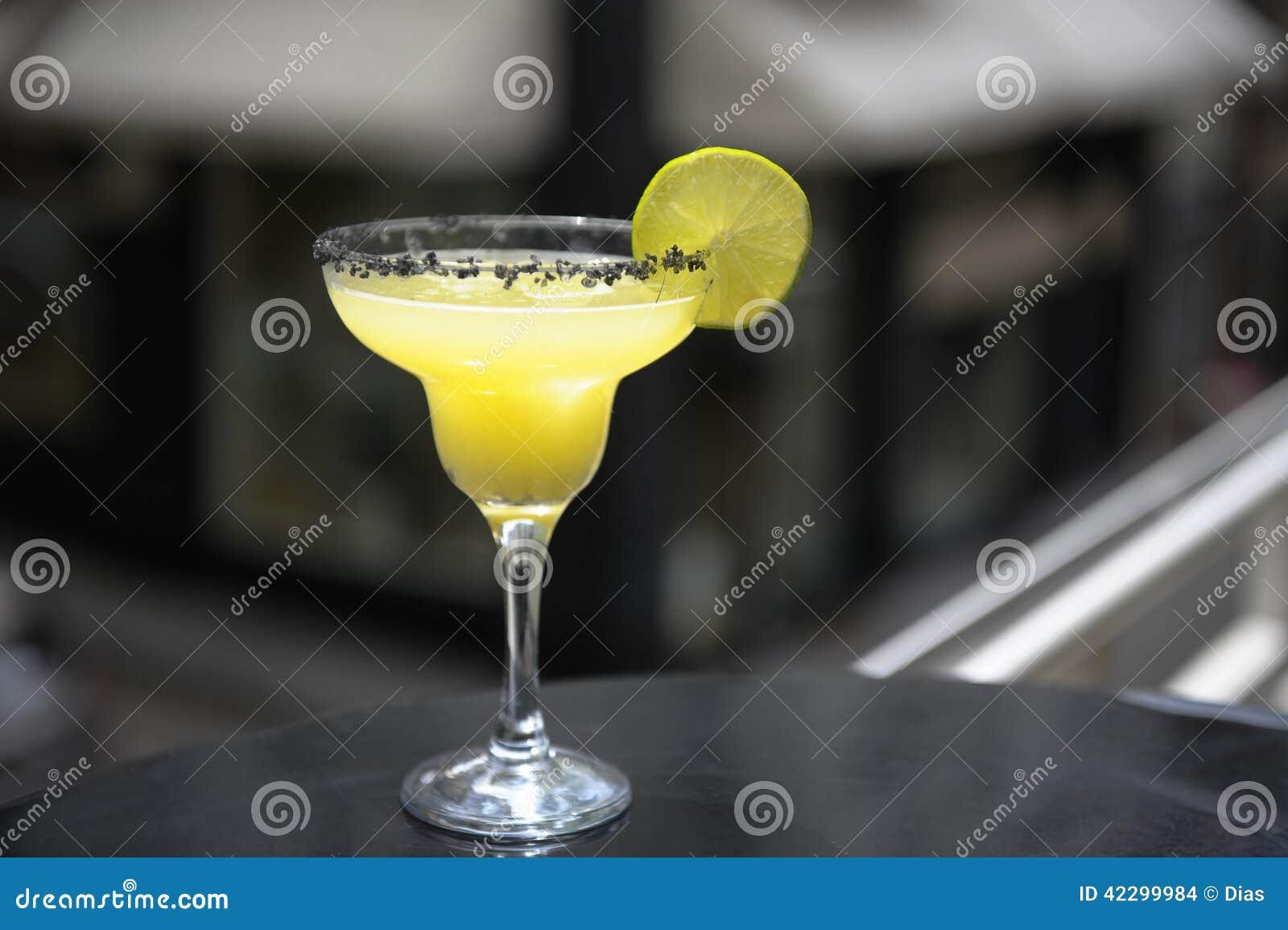 De cocktail van Margarita op het terras