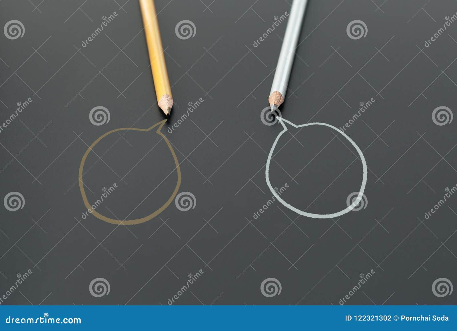 De communautaire mededeling, vertegenwoordigt mensenconferentie, sociale media interactie & overeenkomst twee potloden die idee d