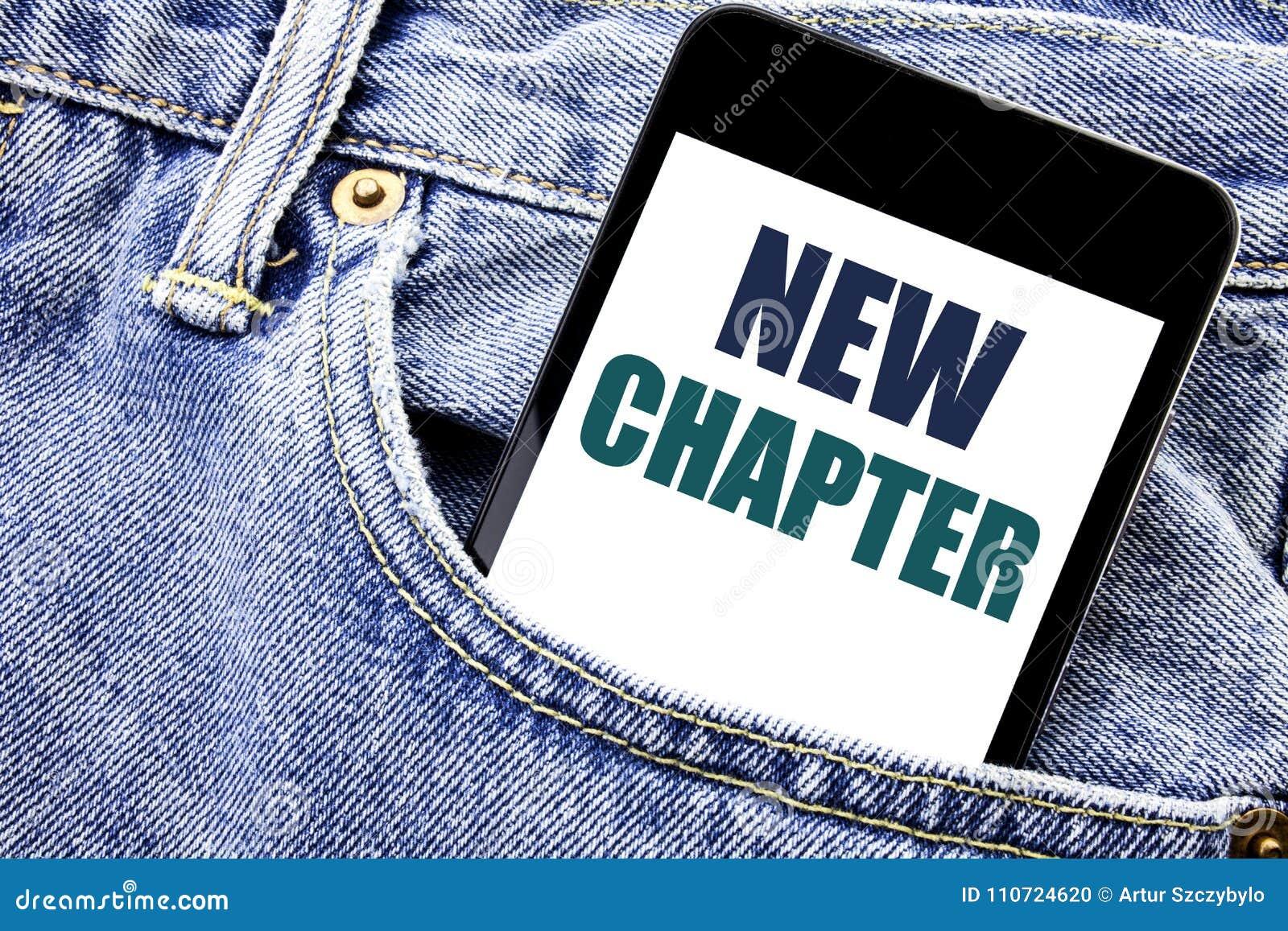 De conceptuele hand het schrijven inspiratie die van de teksttitel Nieuw Hoofdstuk tonen Bedrijfsconcept voor Beginnende Nieuwe T